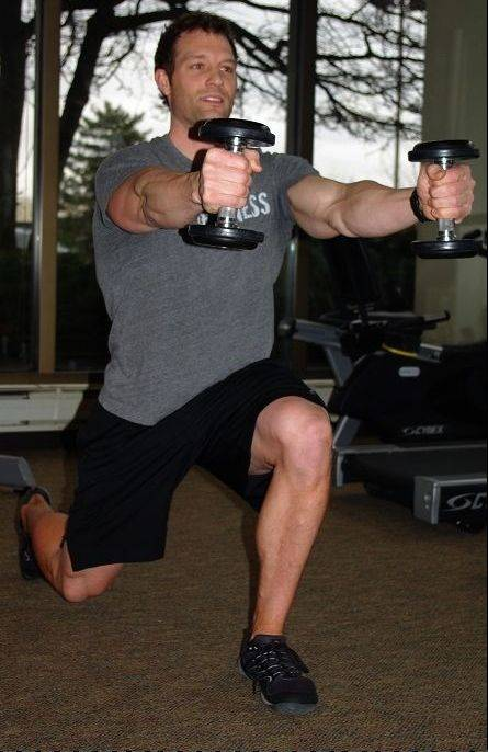 Lunge to dumbbell raise, step 2