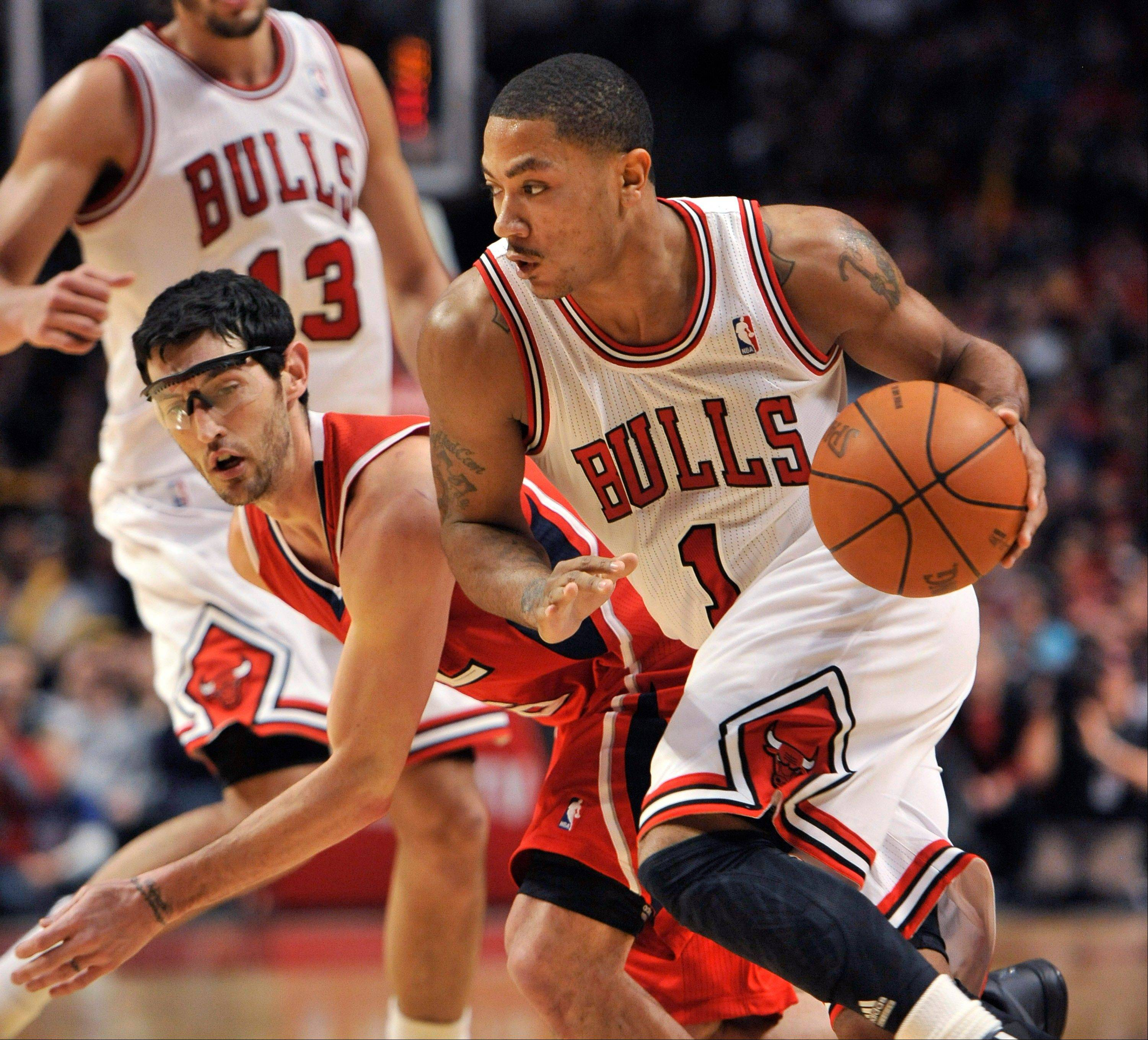 Bulls guard Derrick Rose drives past Atlanta Hawks guard Kirk Hinrich during the fourth quarter Monday.