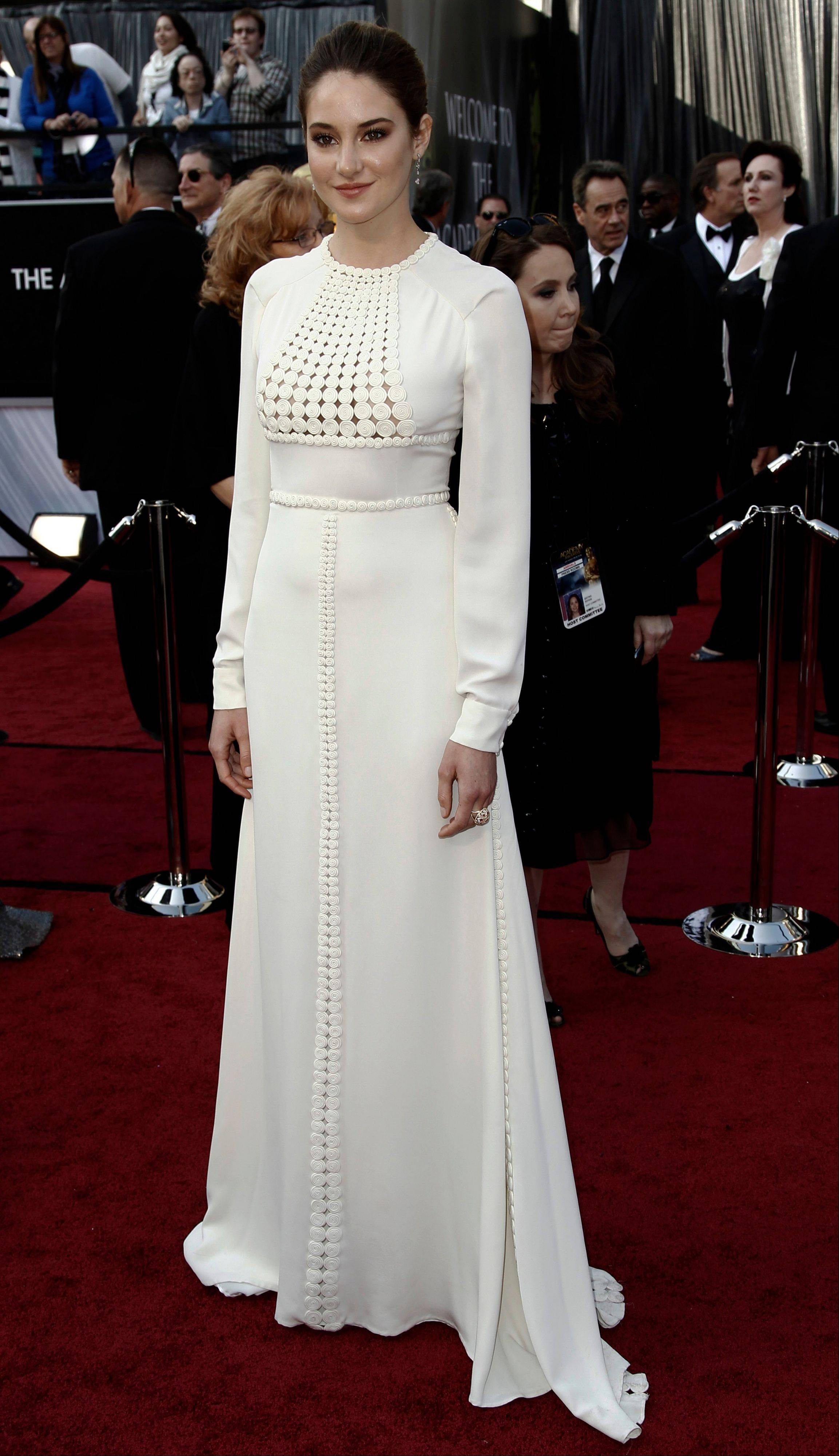 """Descendants"" actress Shailene Woodley wore Valentino Couture on the red carpet at the Academy Awards."