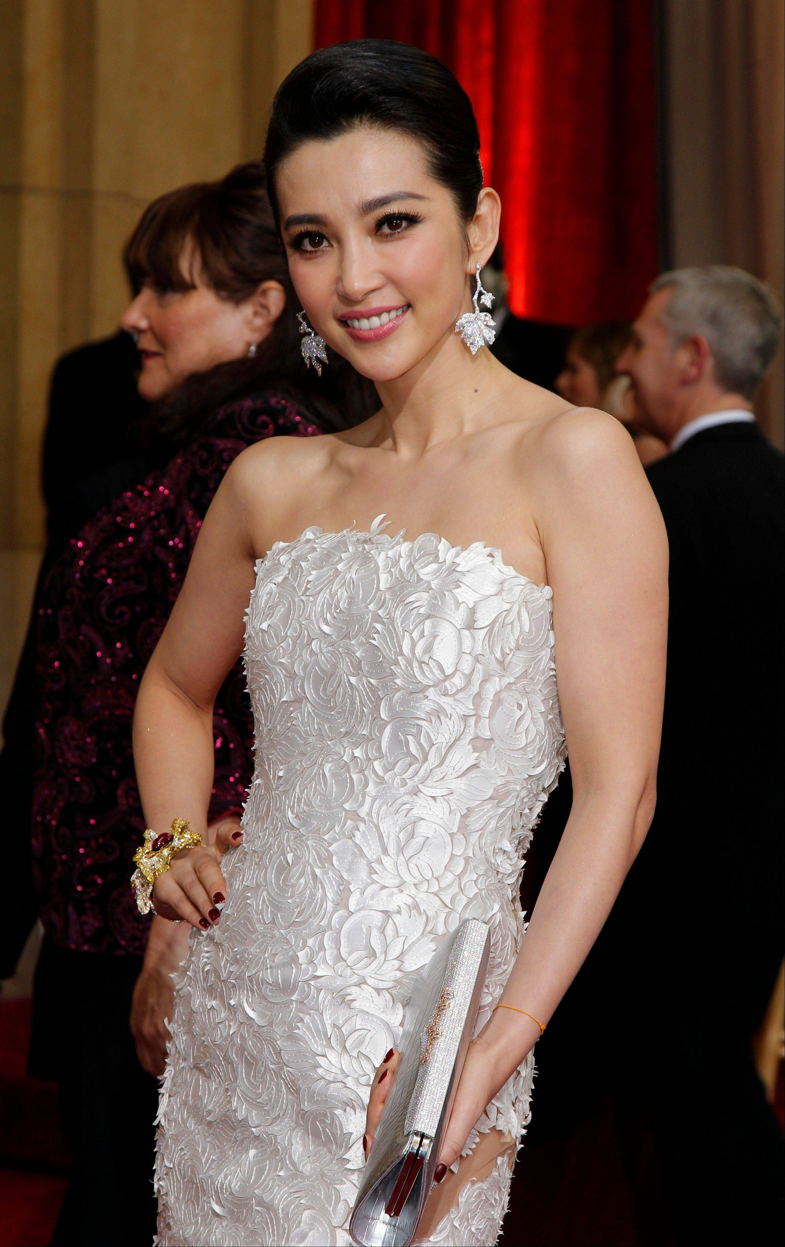 Bingbing Li models her Georges Chakra Coutre gown at the 84th Academy Awards.