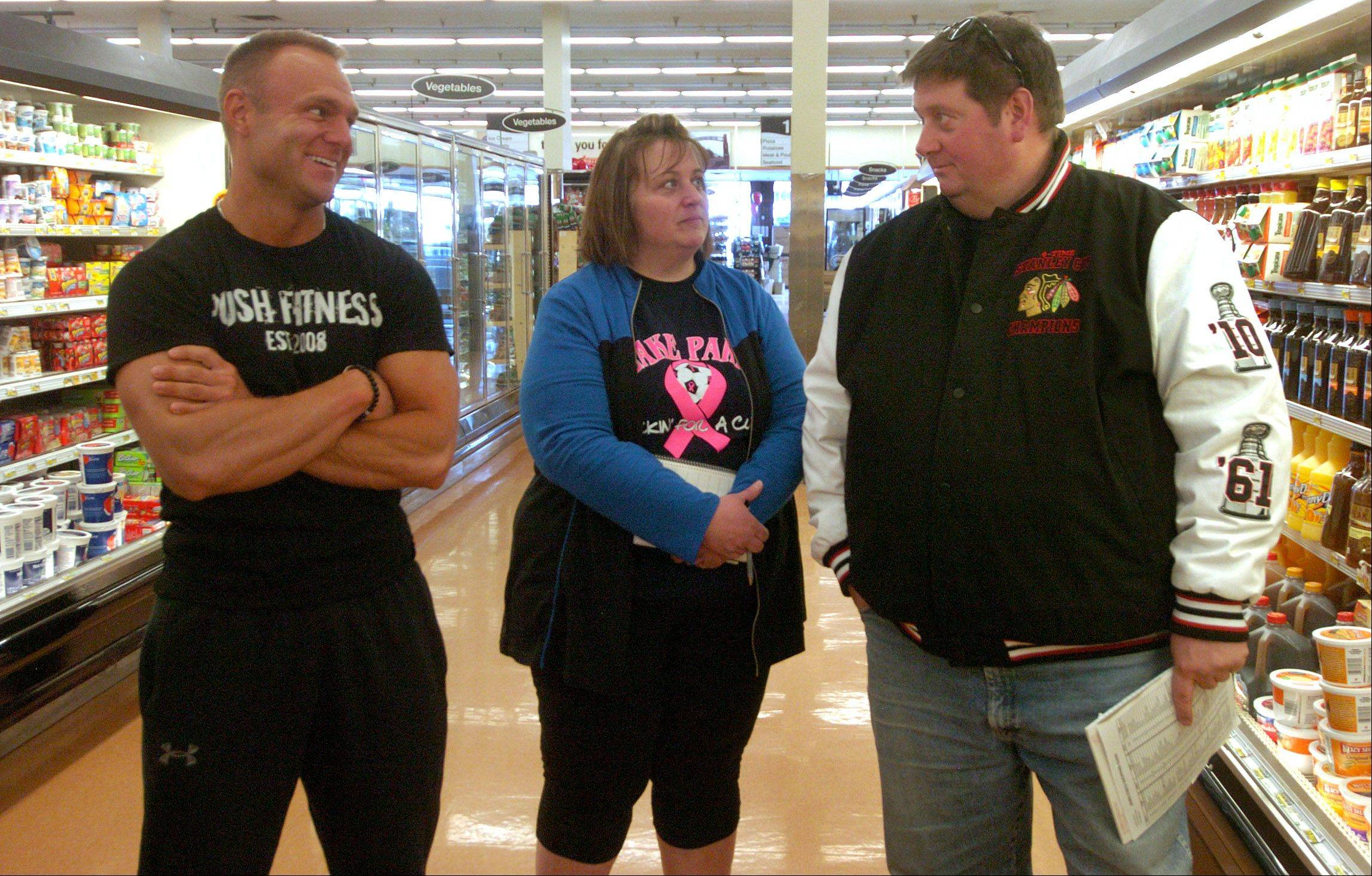 Push Fitness trainer Mark Trapp offers advice to Fittest Loser contestants while shopping for healthy choices at Jewel.
