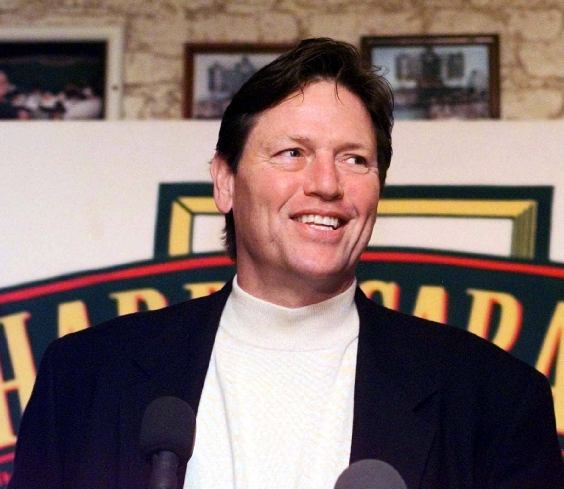 Carlton Fisk smiles as he answers questions from the media Tuesday, Jan. 11, 2000 in at Harry Caray's Restaurant in Chicago following the announcement that he had been elected to the Baseball Hall of Fame.