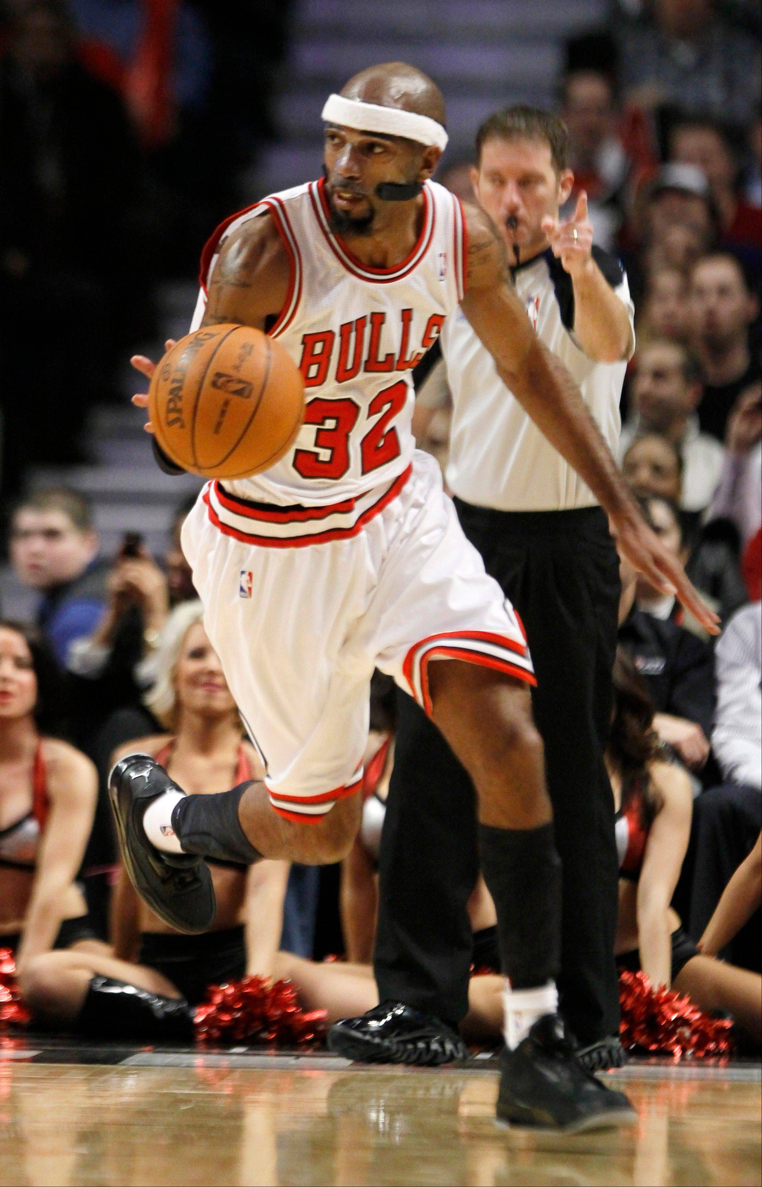 Bulls guard Richard Hamilton, seen here in a January game against New Jersey, injured his right shoulder in a collision with Indiana center Roy Hibbert in Monday's game.