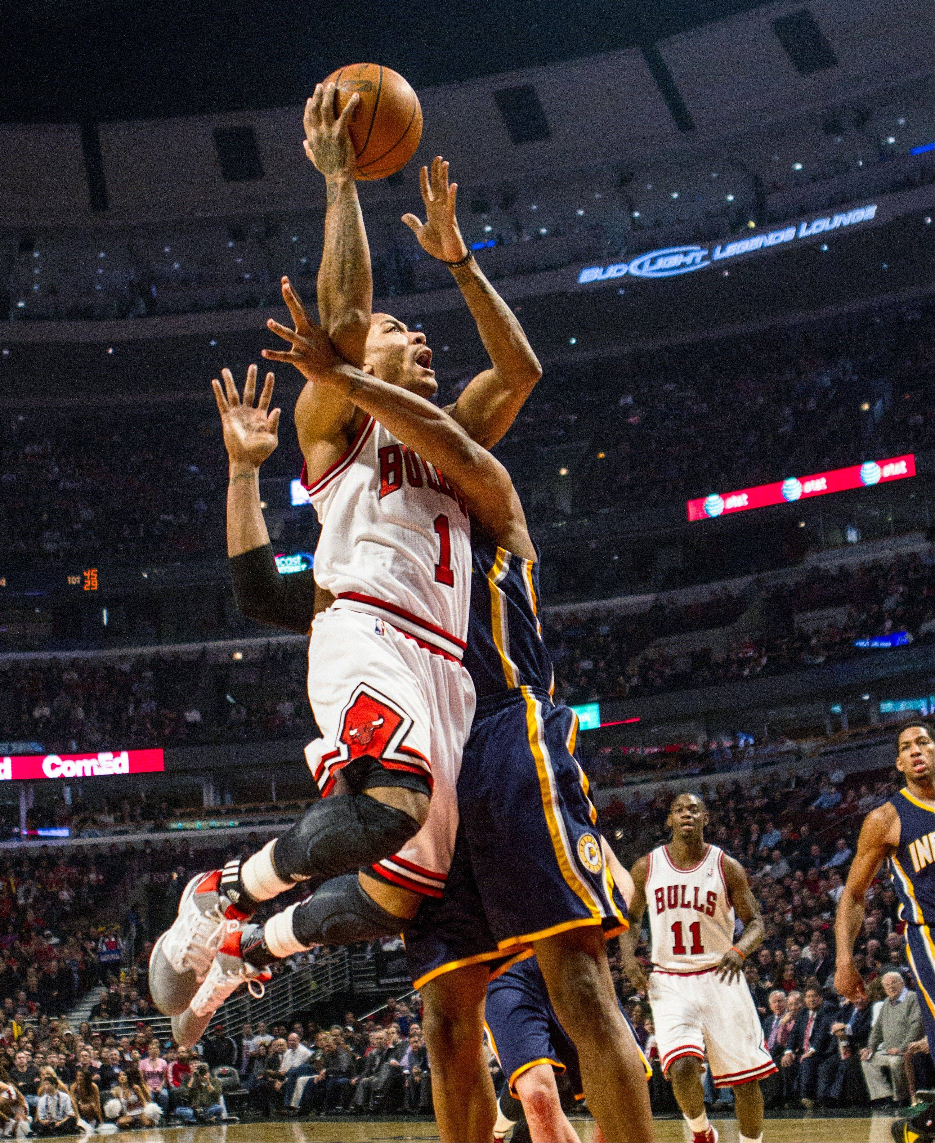 Derrick Rose goes to the basket as Indiana's David West defends during the first quarter of the Bulls' victory Monday at the United Center.