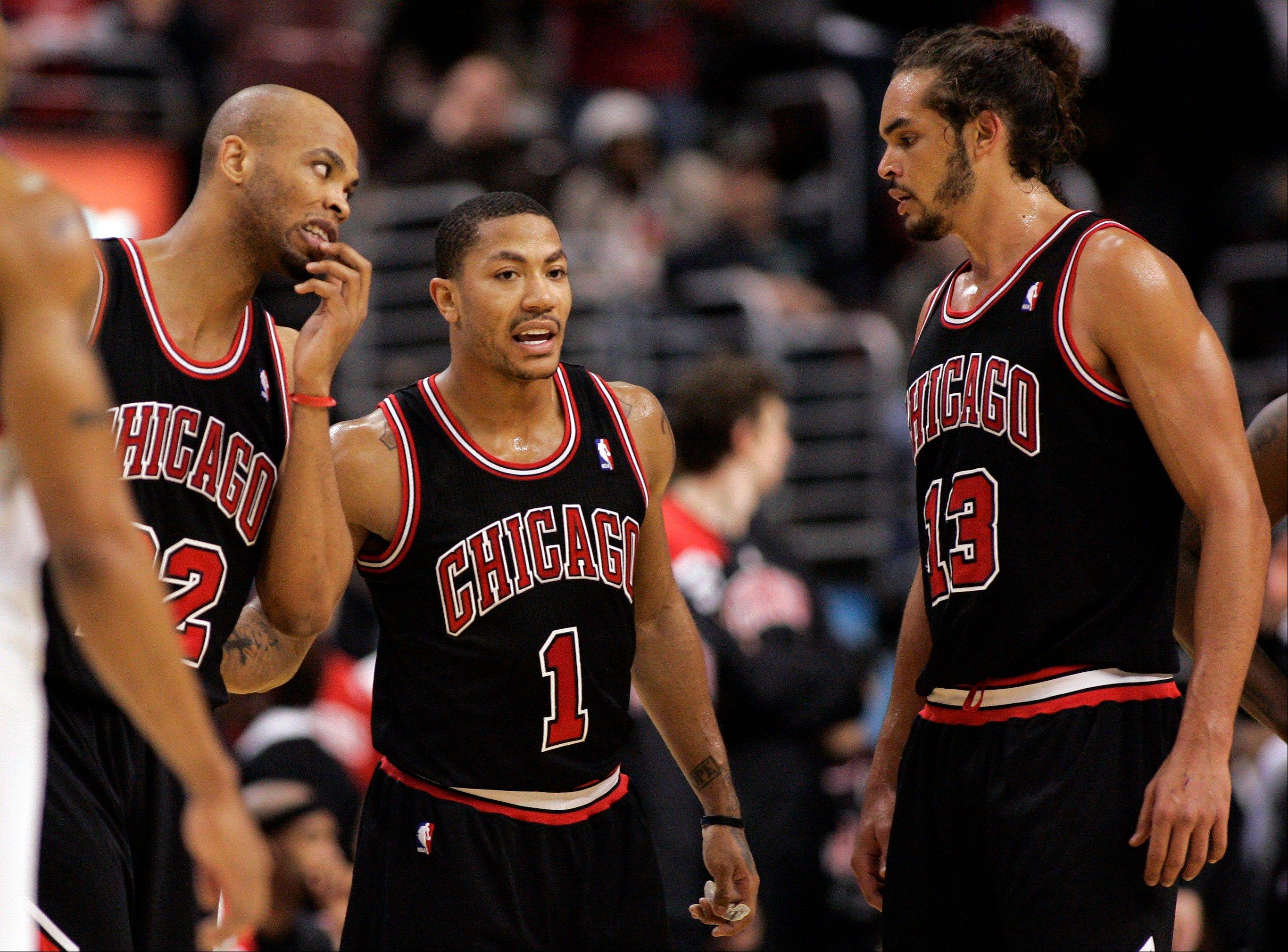 Chicago Bulls forward Taj Gibson, left, guard Derrick Rose and center Joakim Noah huddle in the last minute of Sunday's second half against the Philadelphia 76ers.