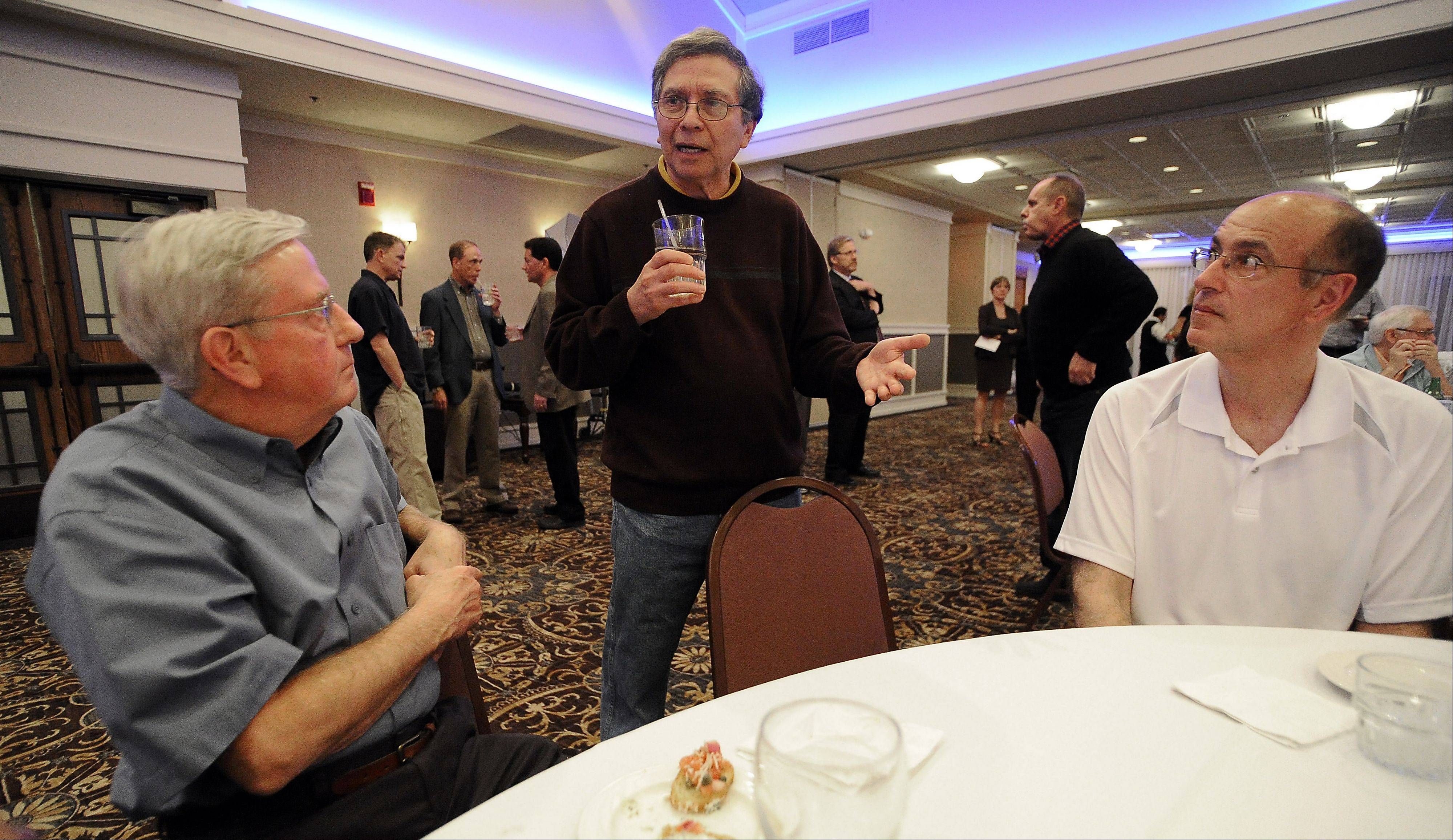 "Daily Herald sports columnist Mike Imrem, center, chats up baseball fans at the ""Ask the Sports Writers"" event sponsored by the Daily Herald Thursday night in Schaumburg."