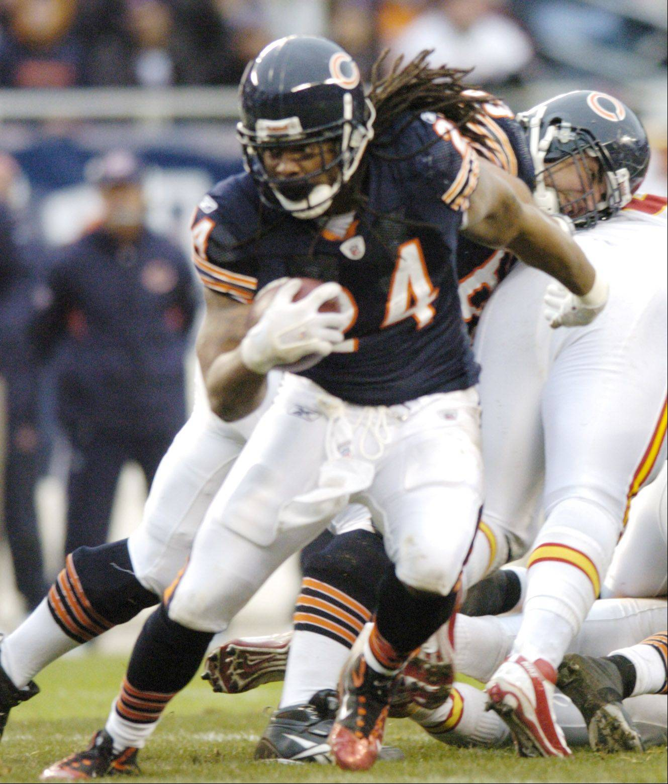 After seven NFL seasons, including one with the Chicago Bears, running back Marion Barber has decided to retire.
