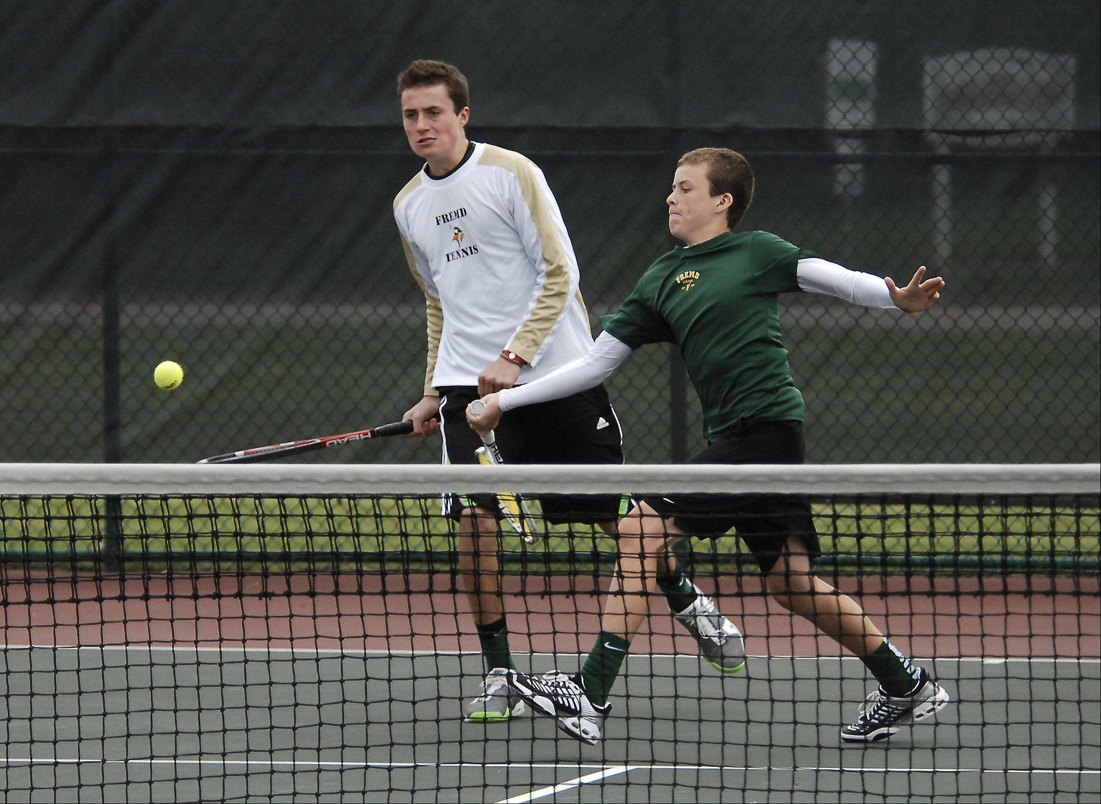 Fremd has a strong chance to defend its Mid-Suburban League boys tennis title with the return of Erik Rosencrans, who sends a shot back at last season's state tournament with doubles partner Joe Cantieri.