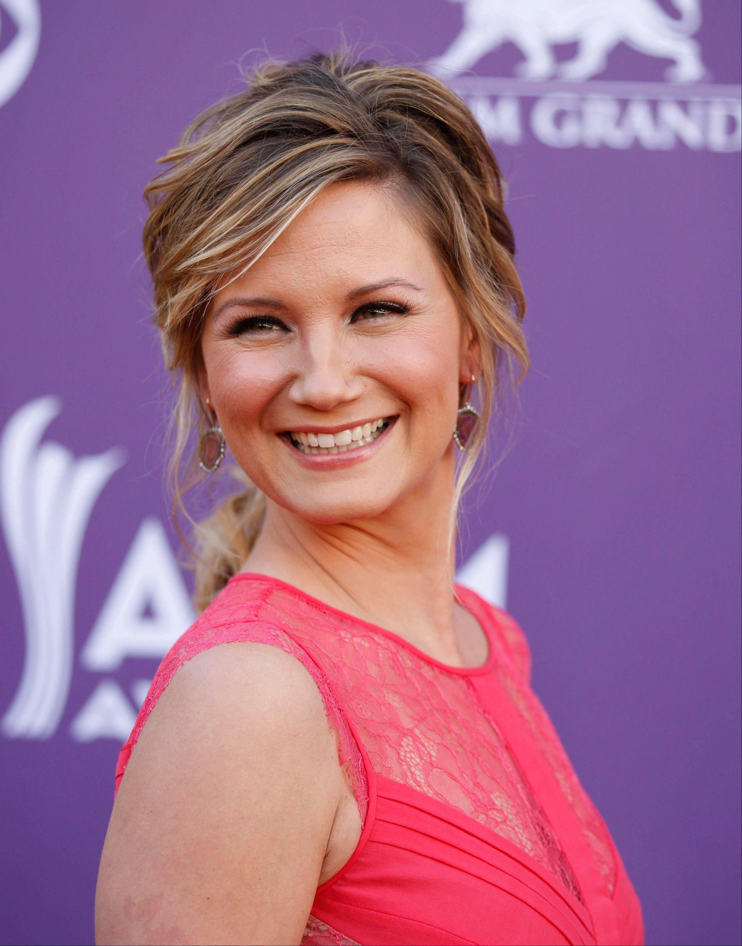 Jennifer Nettles, of musical group Sugarland, shows off her fashionable side ahead of the ceremony.