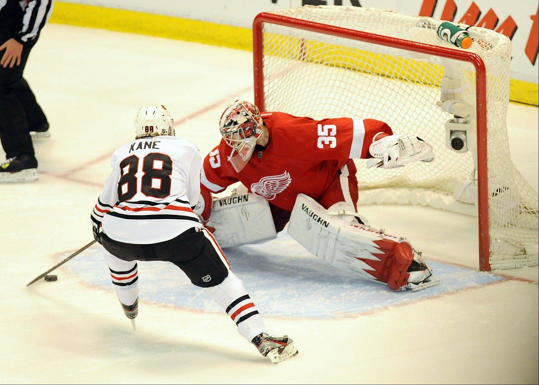 Blackhawks center Patrick Kane gets Detroit Red Wings goalie Jimmy Howard leaning to his right before putting the puck past him Saturday for the only goal in the shootout.