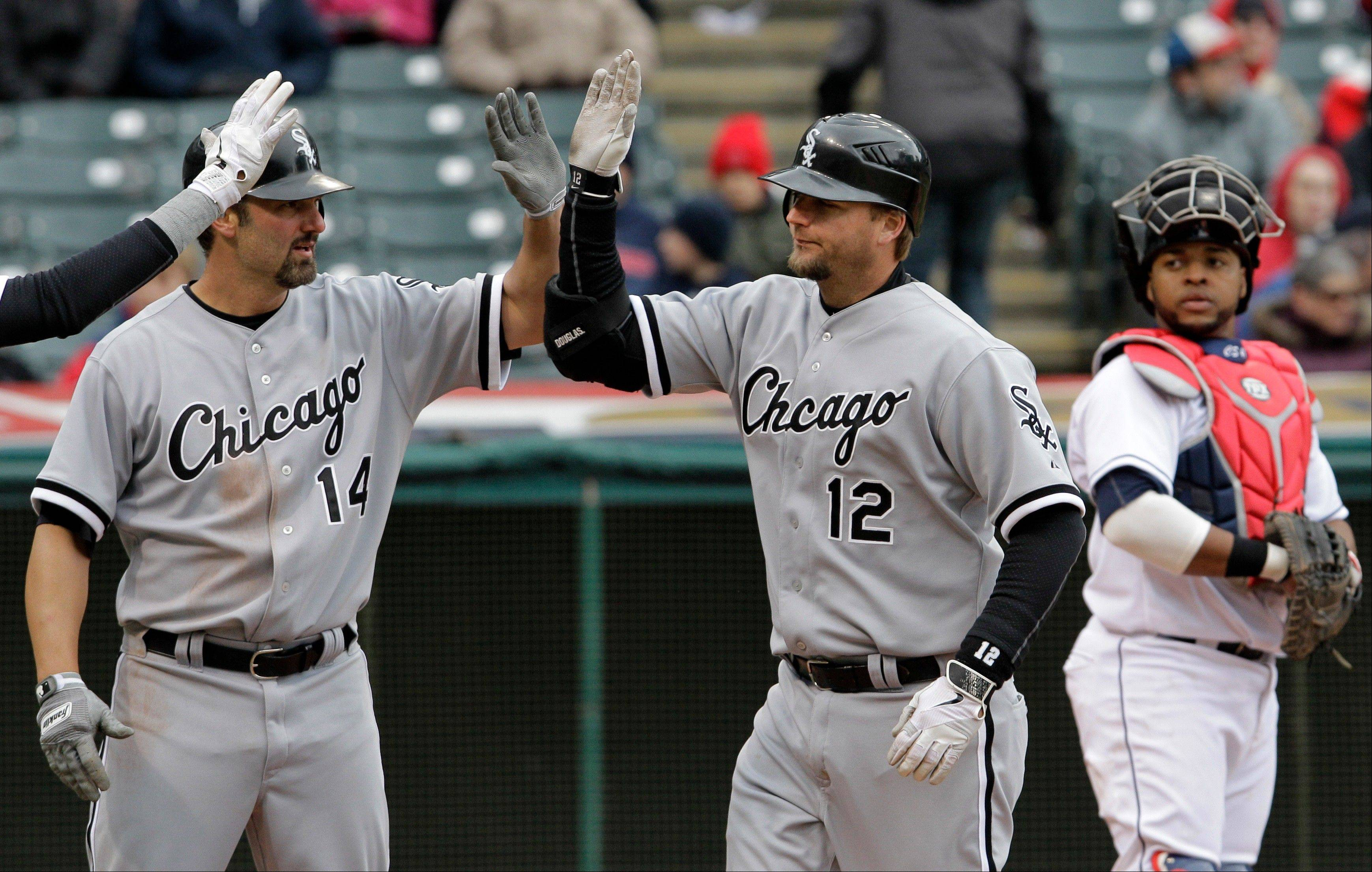 Pierzynski gets 4 RBI as Sox beat Indians 10-6