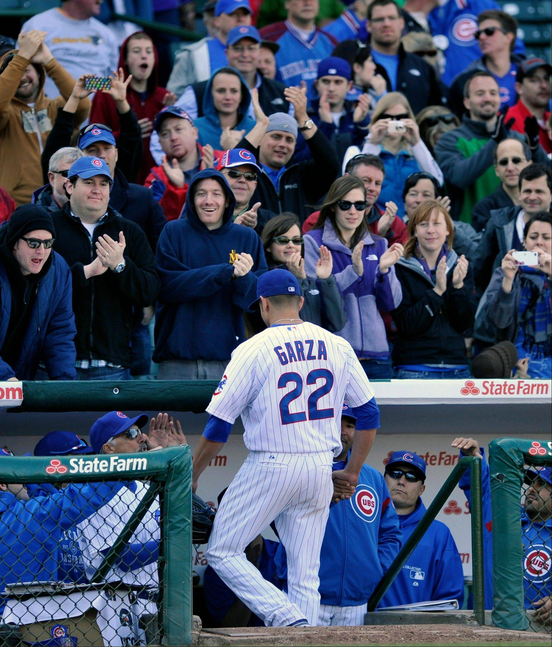 Cubs starting pitcher Matt Garza gets an ovation from the fans as he leaves the game in the ninth inning Thursday.