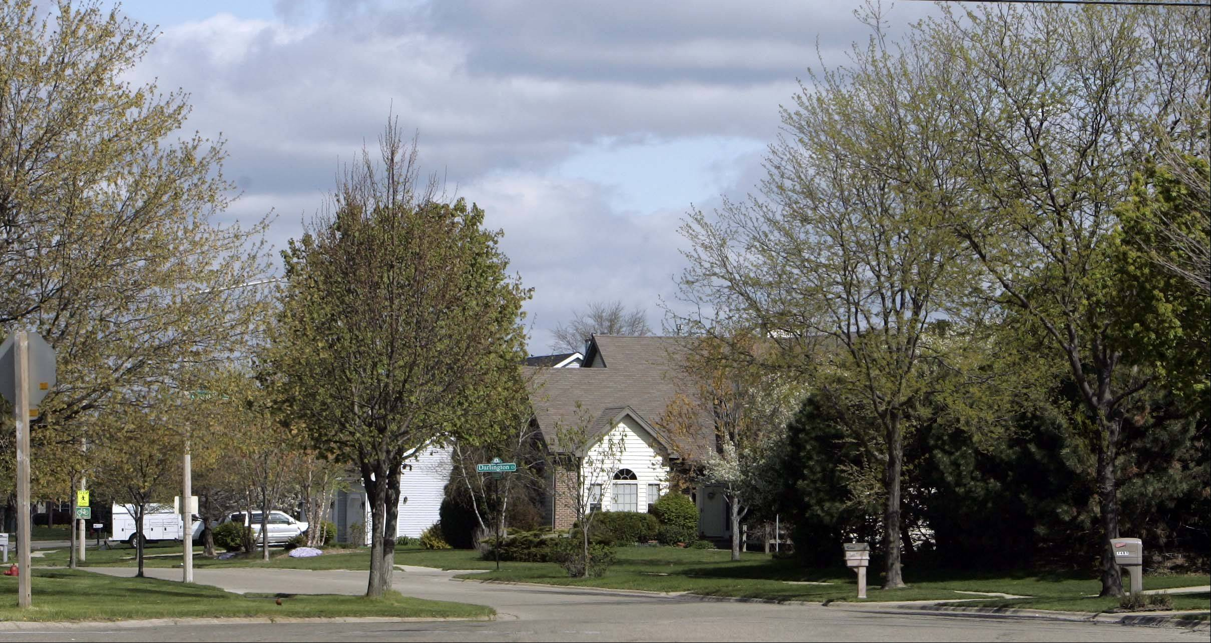 Stonegate Road is one of the major streets that meander through Algonquin's Tunbridge neighborhood.