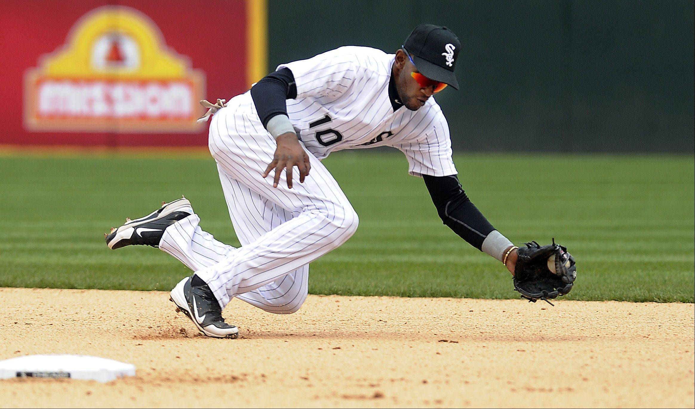 White Sox Alexei Ramirez stops a ball hit by the Tiger's Miguel Cabrera in the eighth inning .