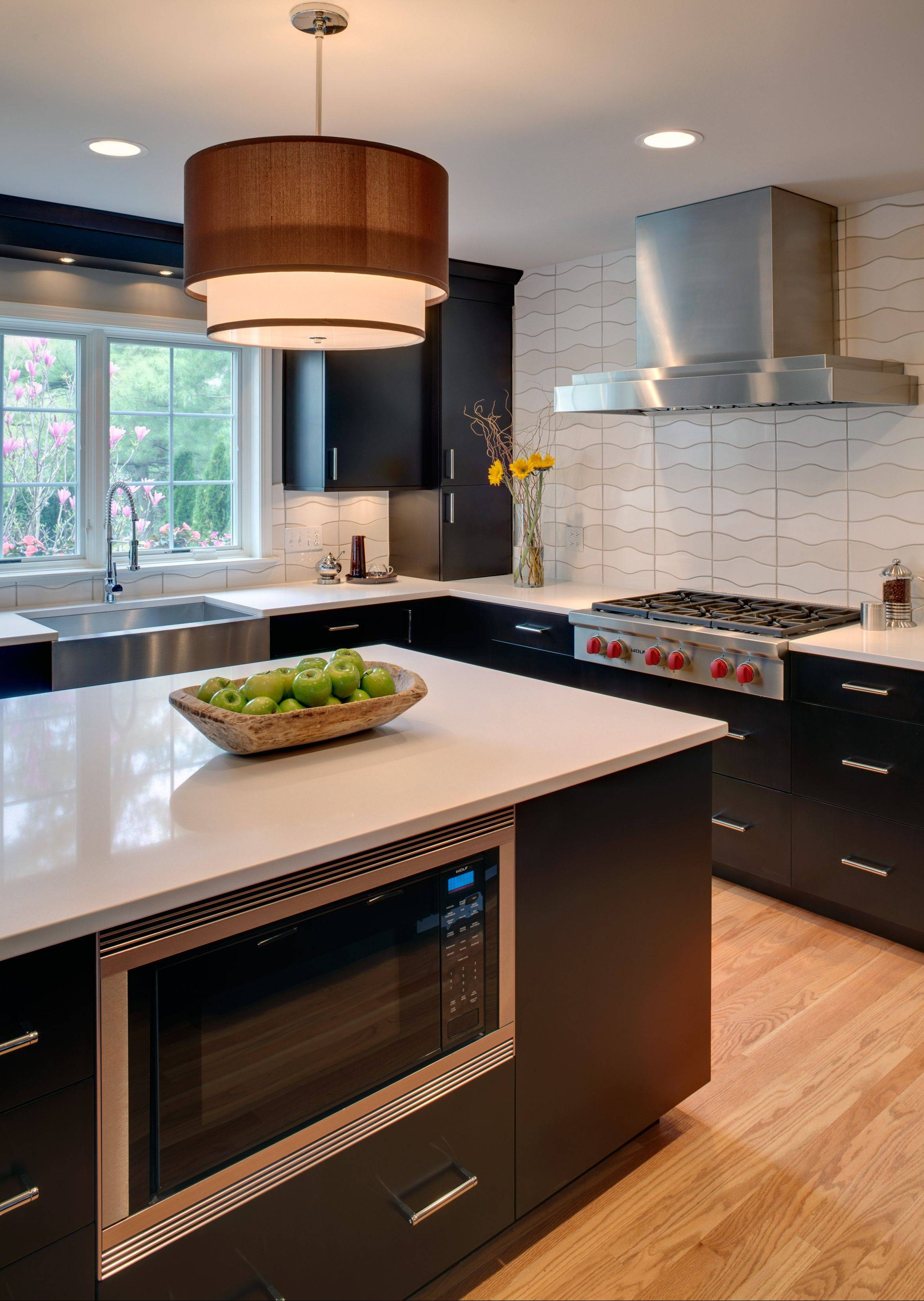 Gladys Schanstra won best of show for this medium-sized contemporary Elmhurst kitchen.