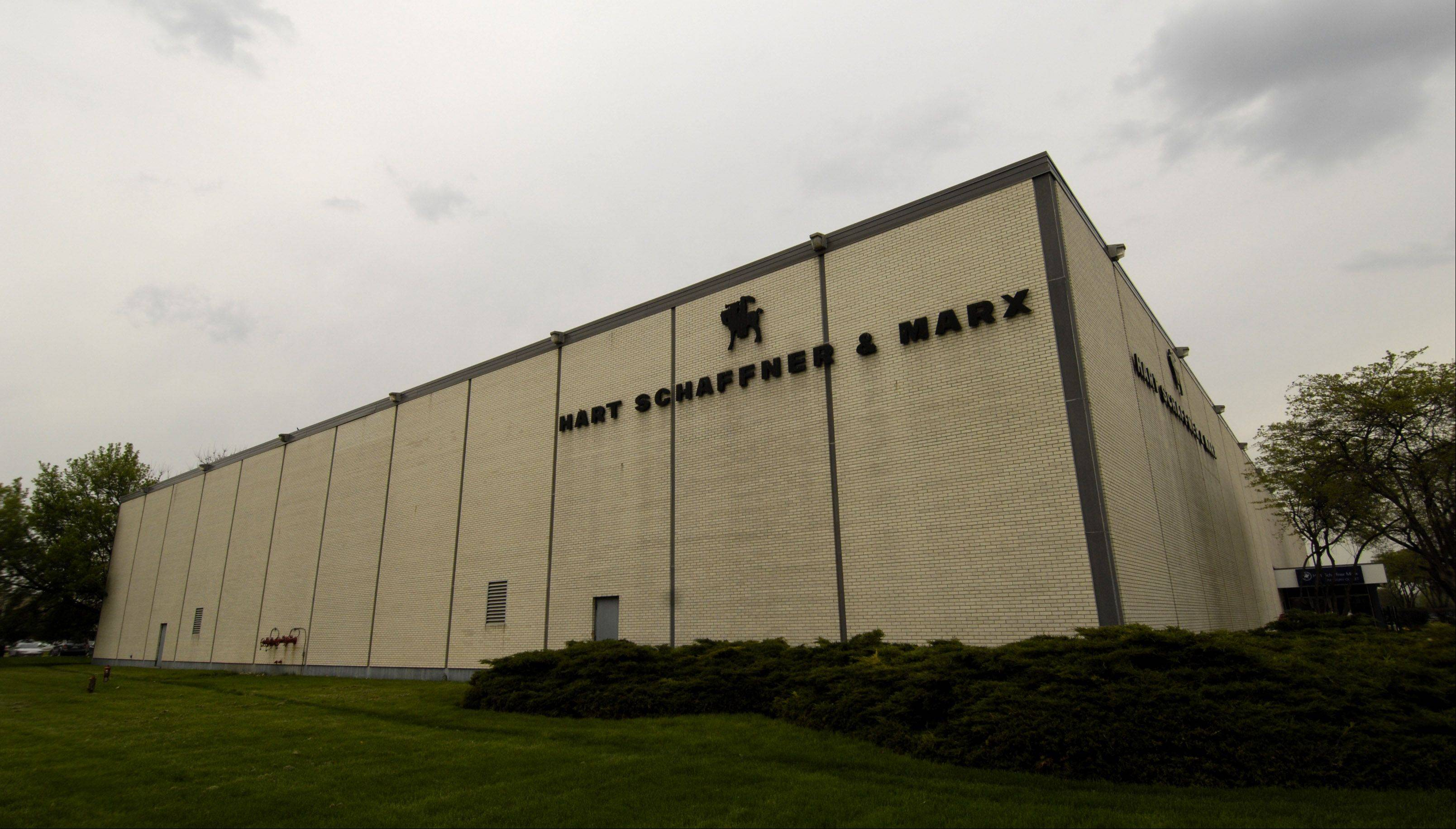 Hart Schaffner & Marx, which emerged from bankruptcy in 2009, is seeking a $1.5 million federal grant to expand its operations and workforce at its Des Plaines factory.