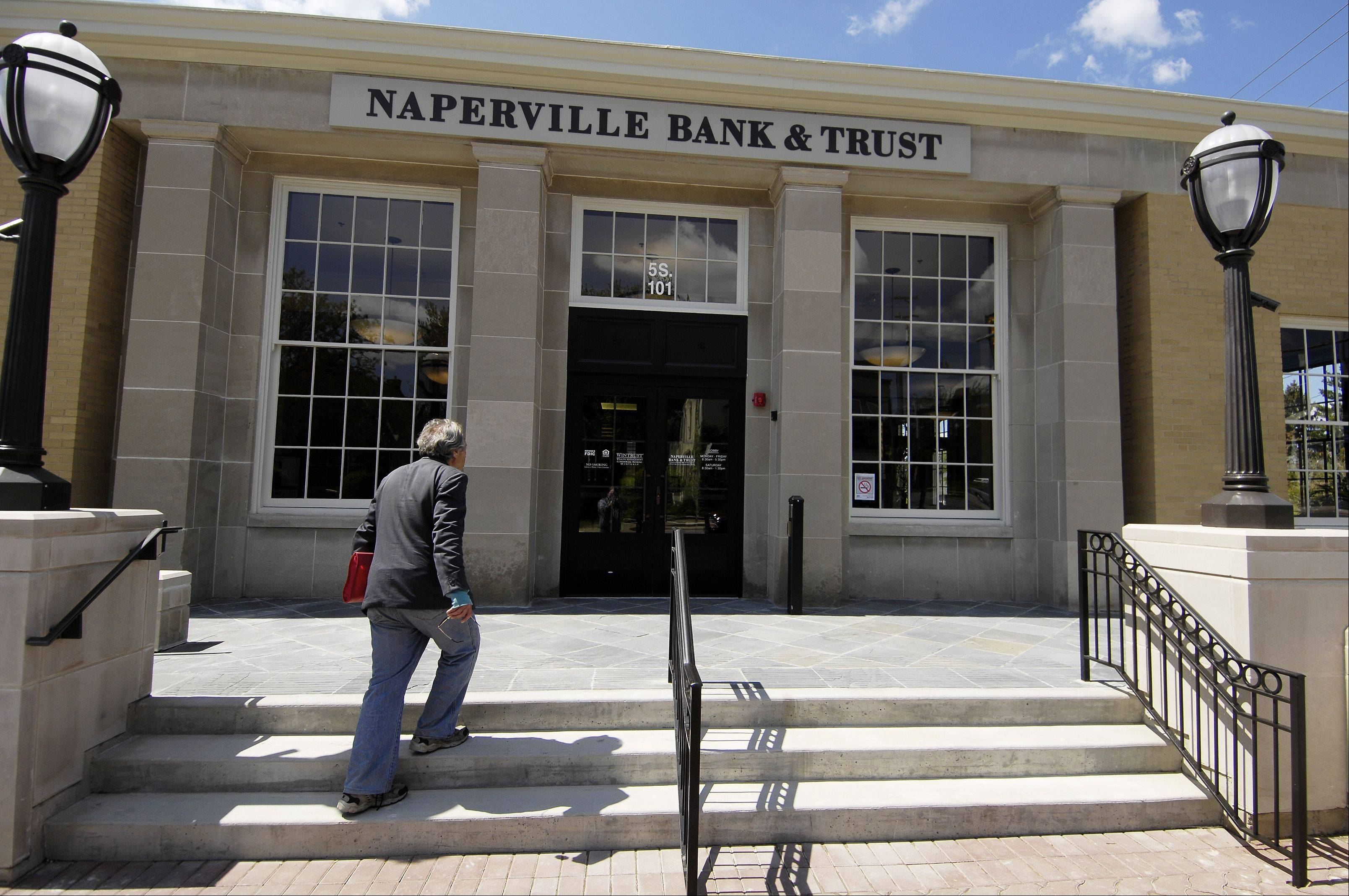 The Naperville Bank & Trust opened Monday morning at 5 S. Washington St. in downtown Naperville.