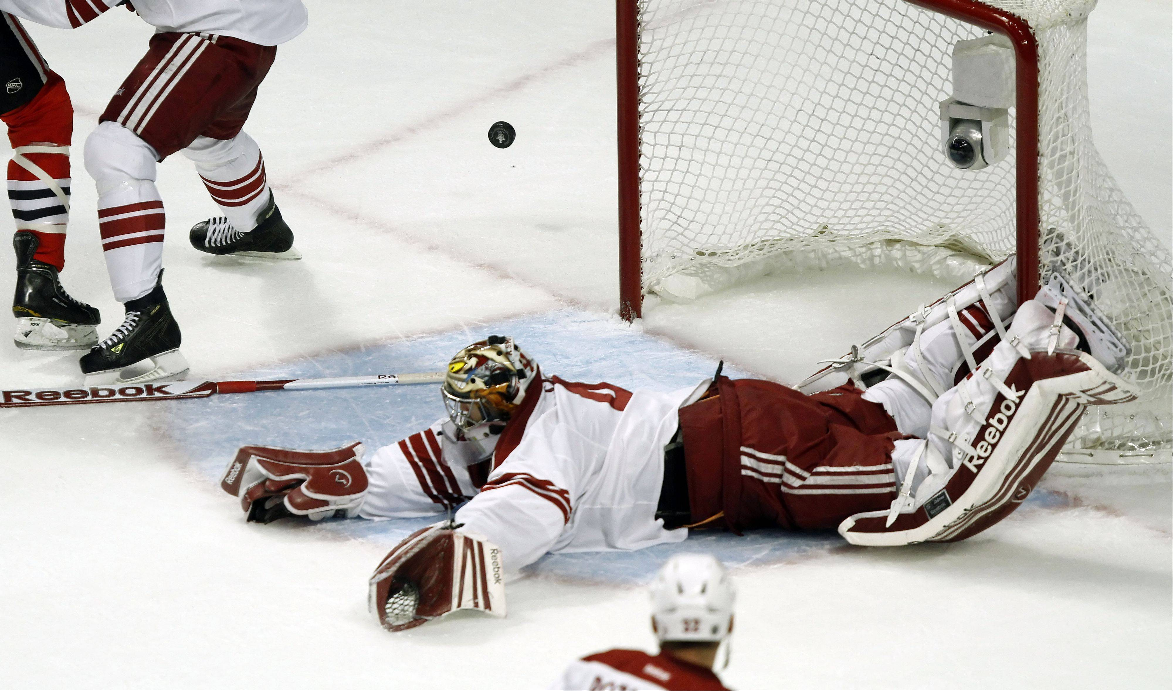 Phoenix Coyotes' goalie Mike Smith loses his stick while making a save.