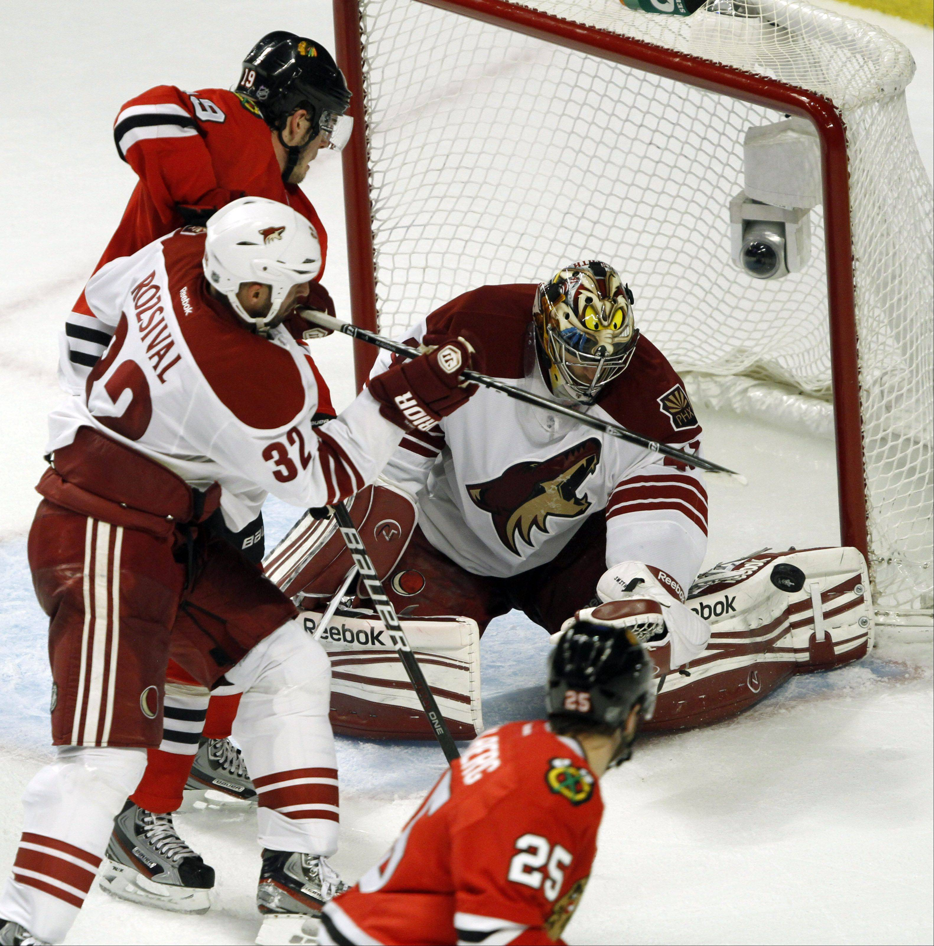 Chicago Blackhawks' center Jonathan Toews gets an opportunity but Phoenix Coyotes goalie Mike Smith makes the save.