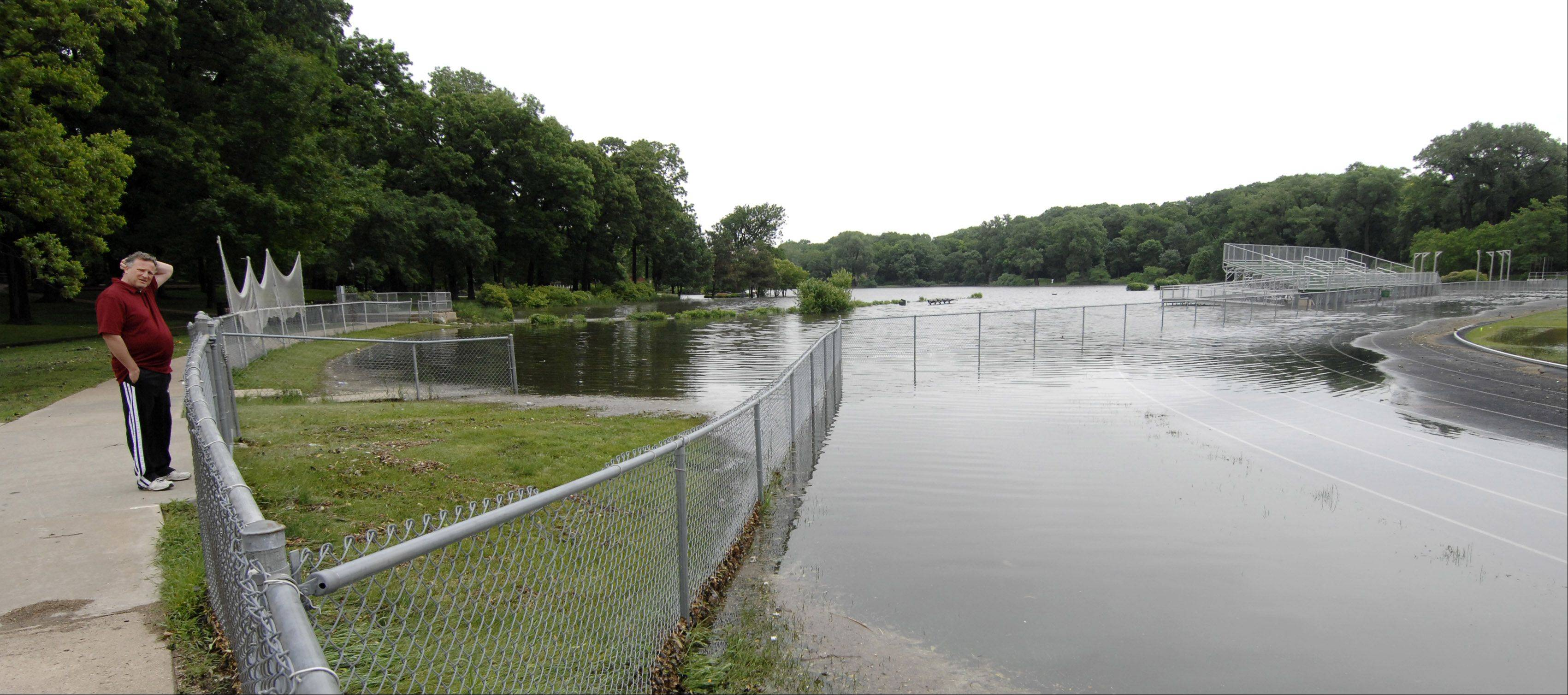 A consultant recommends that the length of Lake Ellyn's weir -- a device that influences how fast water can leave the lake -- be extended to help mitigate flooding there during major storm events.