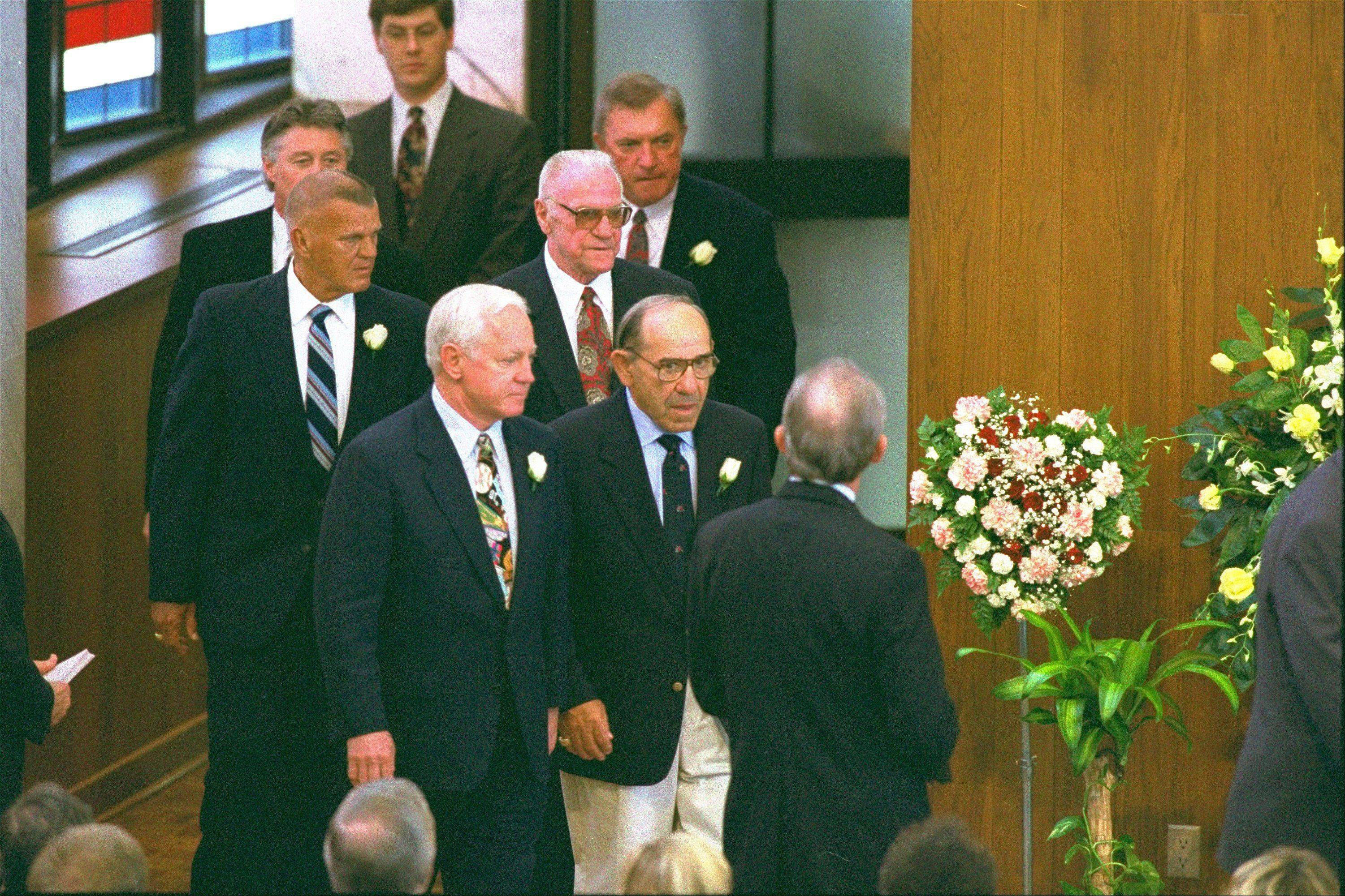 "Former New Yankees Whitey Ford, foreground left, Bill ""Moose"" Skowron, to left of Ford, Bobby Murcer, directly behind Skowron, Yogi Berra, center foreground, Hank Bauer, directly behind Berra, and Johnny Blanchard, behind Bauer to the right, pallbearers for Mickey Mantle who died Sunday of liver cancer at age 63, arrive at the Lovers Lane United Methodist Church for the funeral of baseball great Mickey Mantle in Dallas Tuesday, August 15, 1995."
