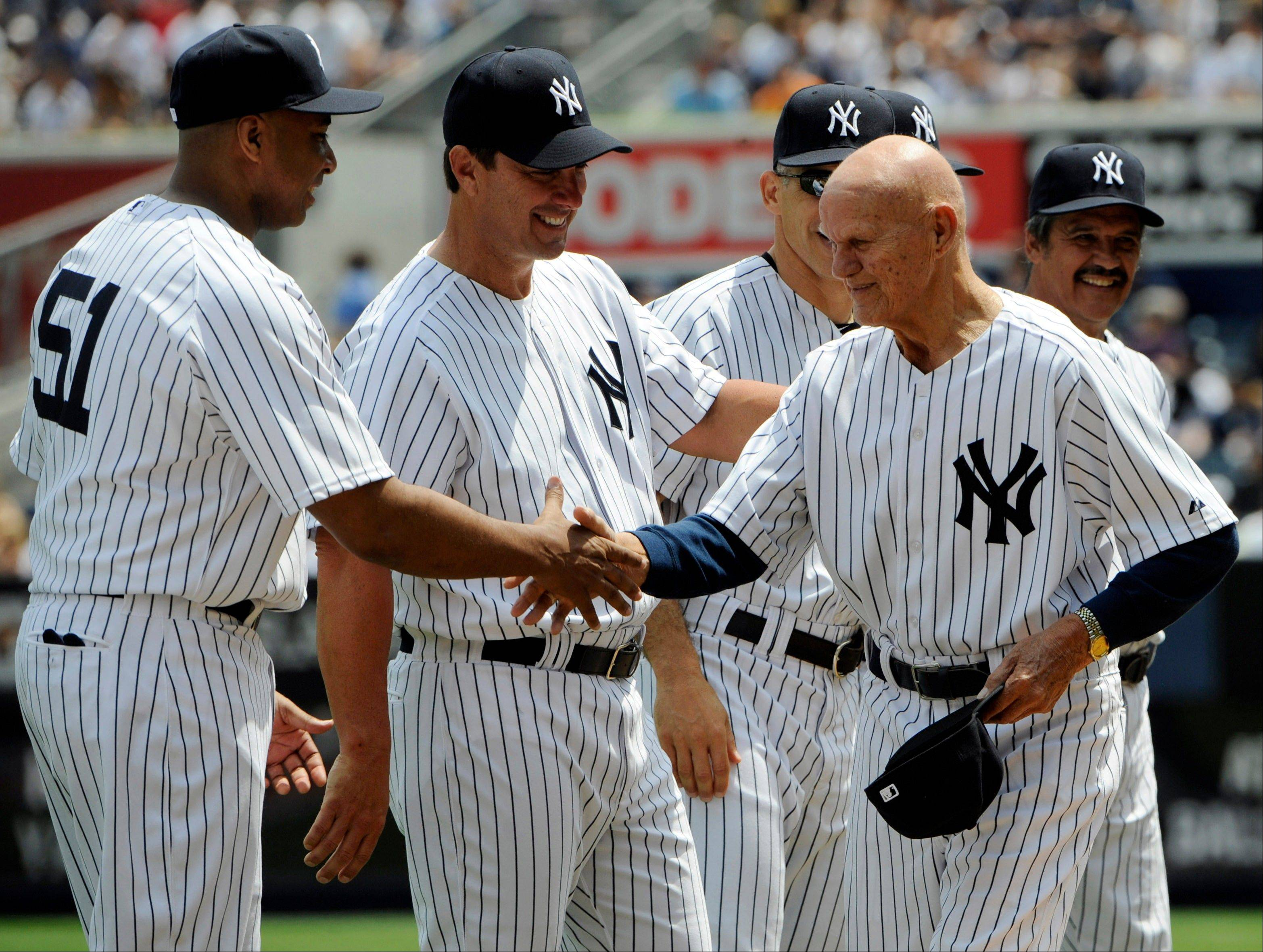 "In this June 26, 2011, file photo, former New York Yankees first baseman BIll ""Moose"" Skowron, right, shakes hands with Bernie Williams, left, as Tino Martinez looks on during Old Timers' Day ceremonies at Yankee Stadium in New York. Skowron, a four-time All-Star first baseman who helped the Yankees win four World Series titles in the 1950s and 1960s, died Friday, April 27, 2012, at Northwest Community Hospital in Arlington Heights, Ill. He was 81."