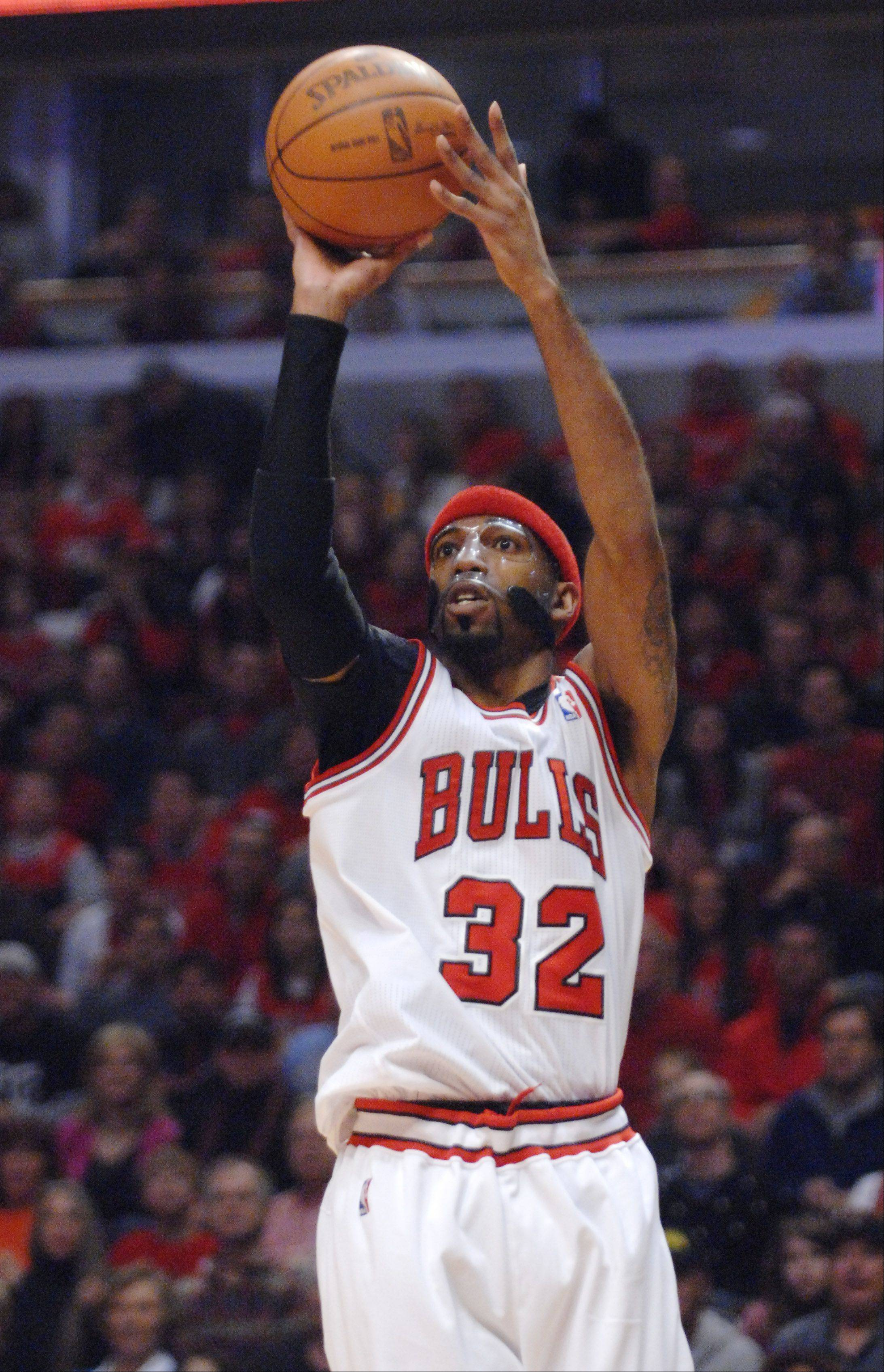 Chicago Bulls shooting guard Richard Hamilton puts up a shot.