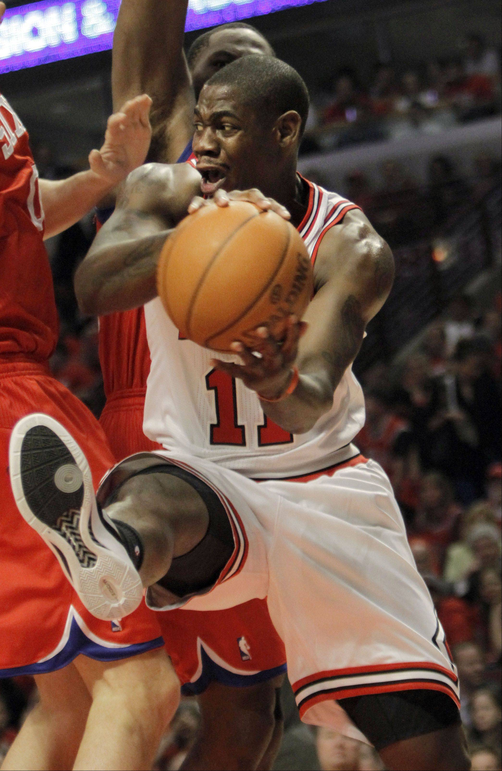 Chicago Bulls' Ronnie Brewer drives to the hoop.