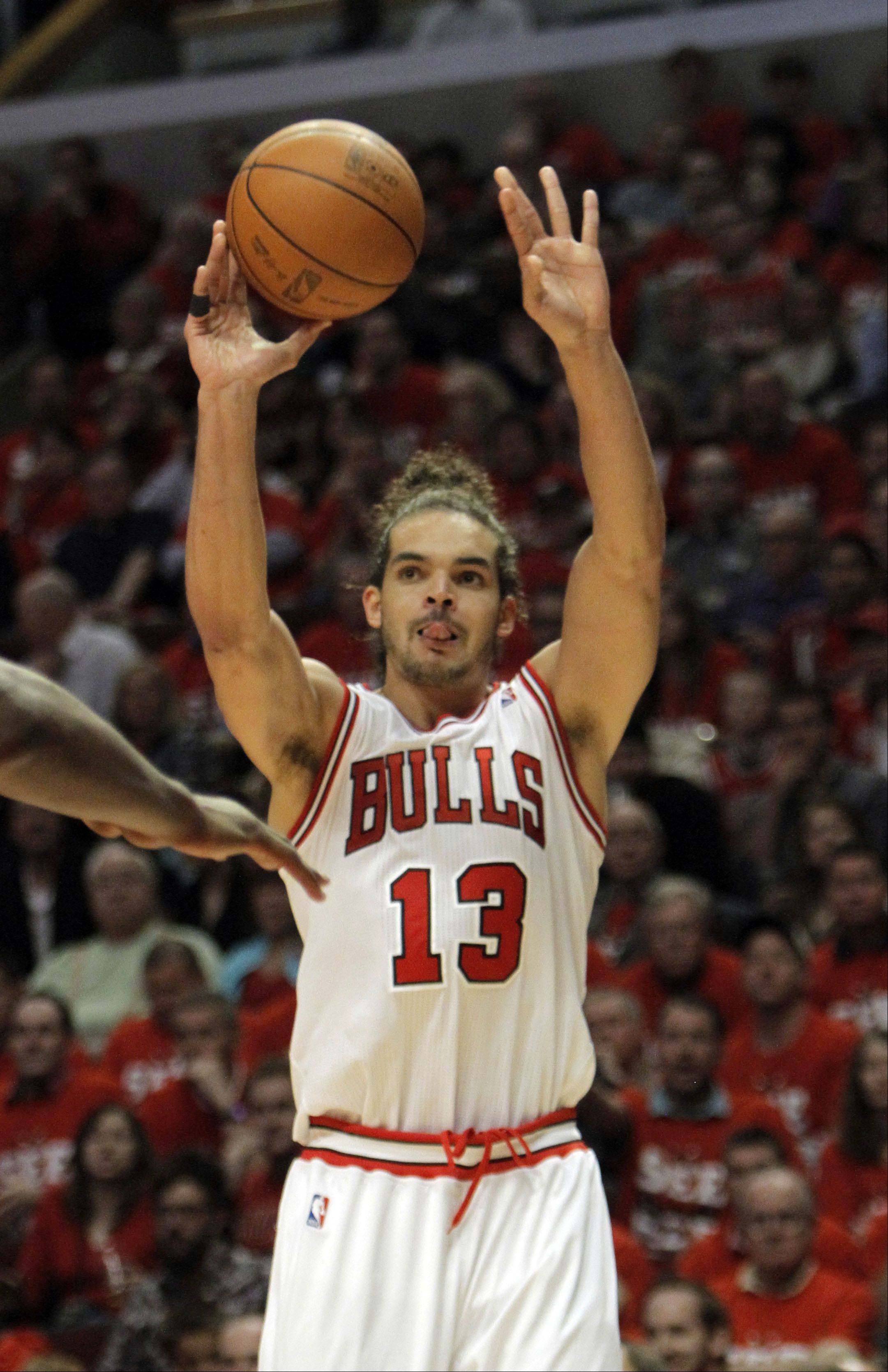 Chicago Bulls' Joakim Noah shoots.