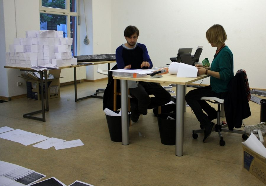 Heidi Hove and Jens Axel Beck collaborating during the 2010 Art Laboratory Berlin in the series Artists in Dialog