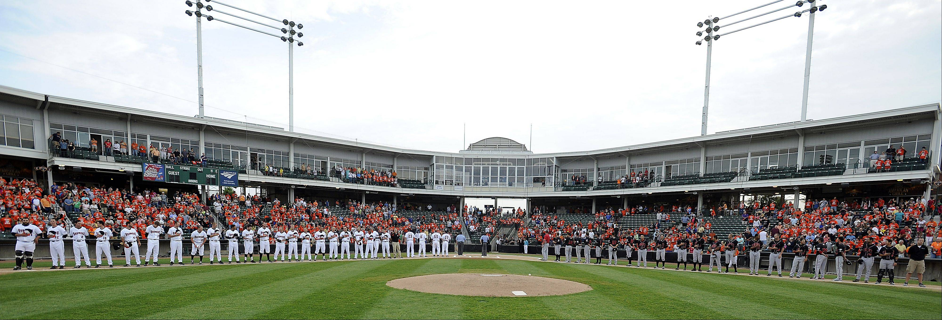 The Schaumburg Boomers and the Florence Freedom players take the field.