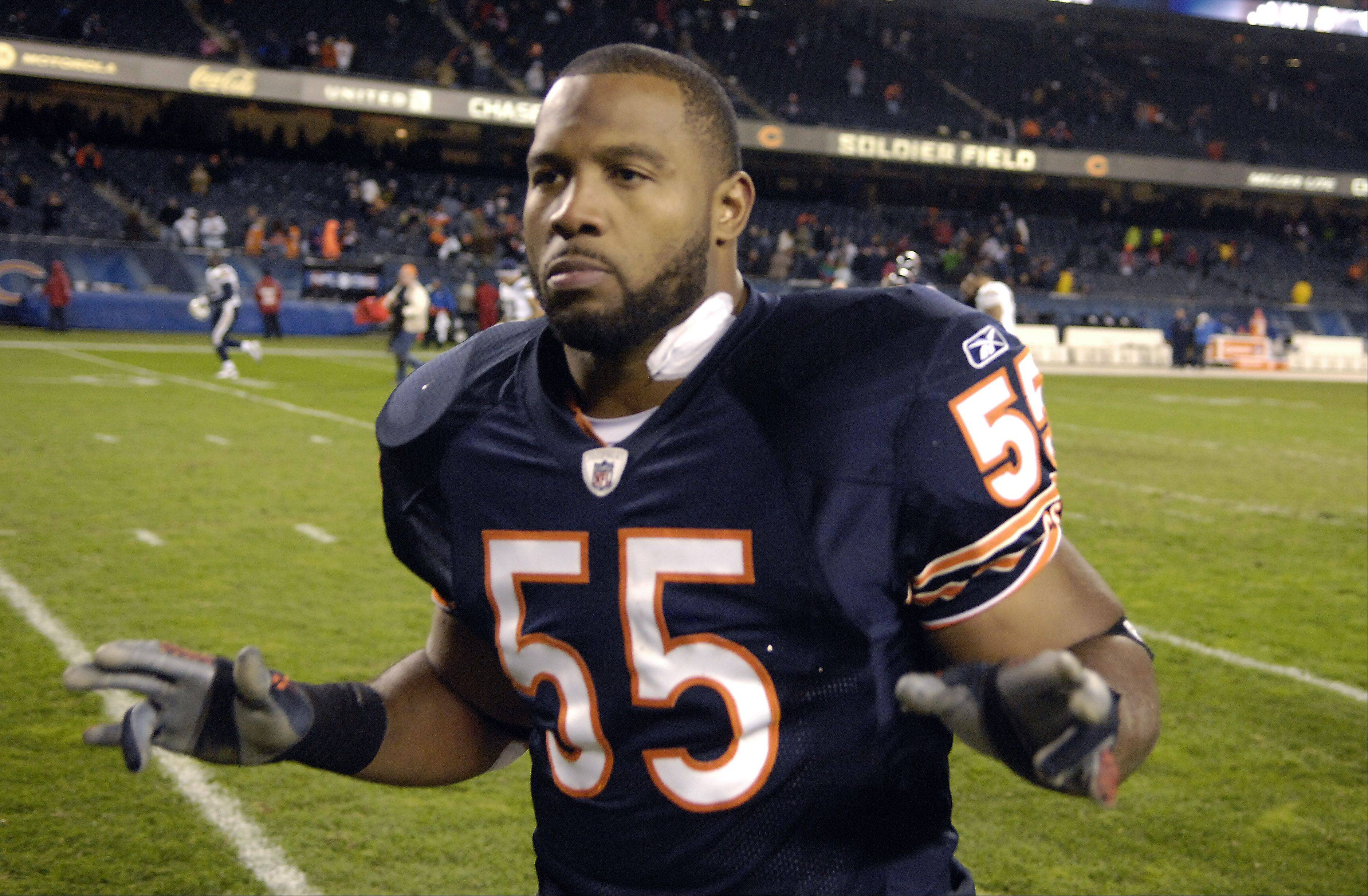 Rick West/rwest@dailyherald.com Chicago Bears outside linebacker Lance Briggs
