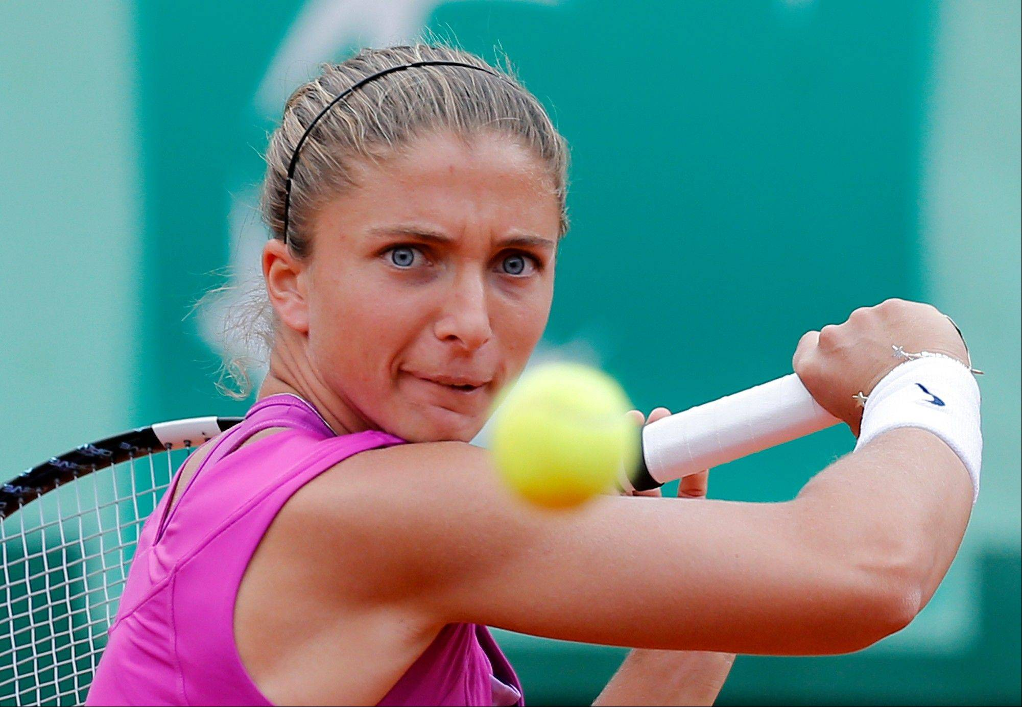 Sara Errani returns the ball to Maria Sharapova.