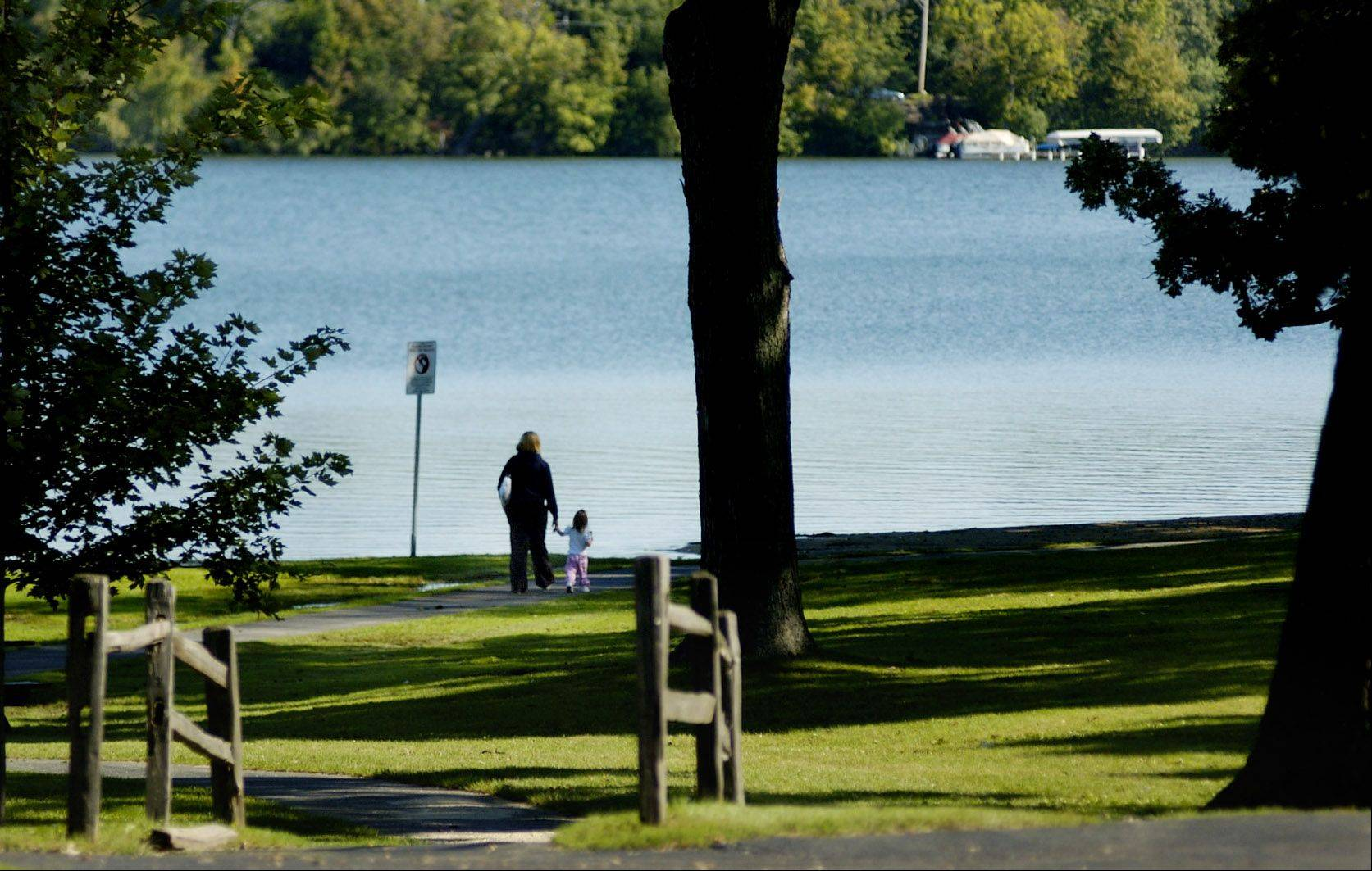 A year after a costlier proposal was rejected, Lake Zurich parks officials this week will present village trustees with a $747,000 plan to upgrade of Paulus Park. The proposed work includes a new fishing pier, a pavilion and an amphitheater.