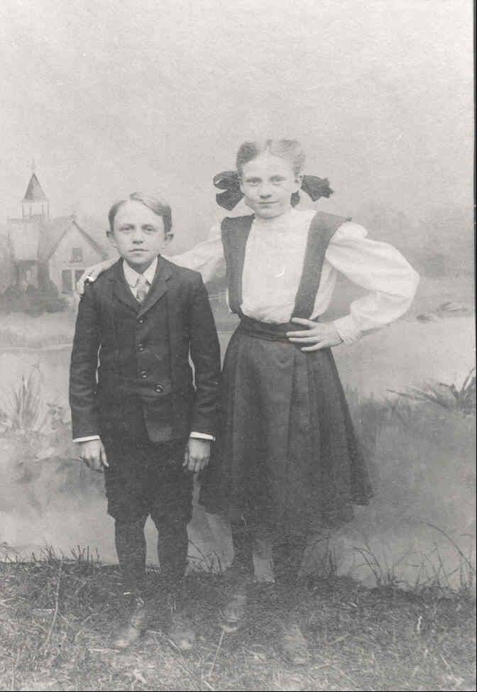 Theodore and Dody Graue as children.