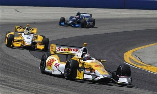Ryan Hunter-Reay found his way back to victory lane at the Milwaukee Mile, holding off Tony Kanaan on Saturday.