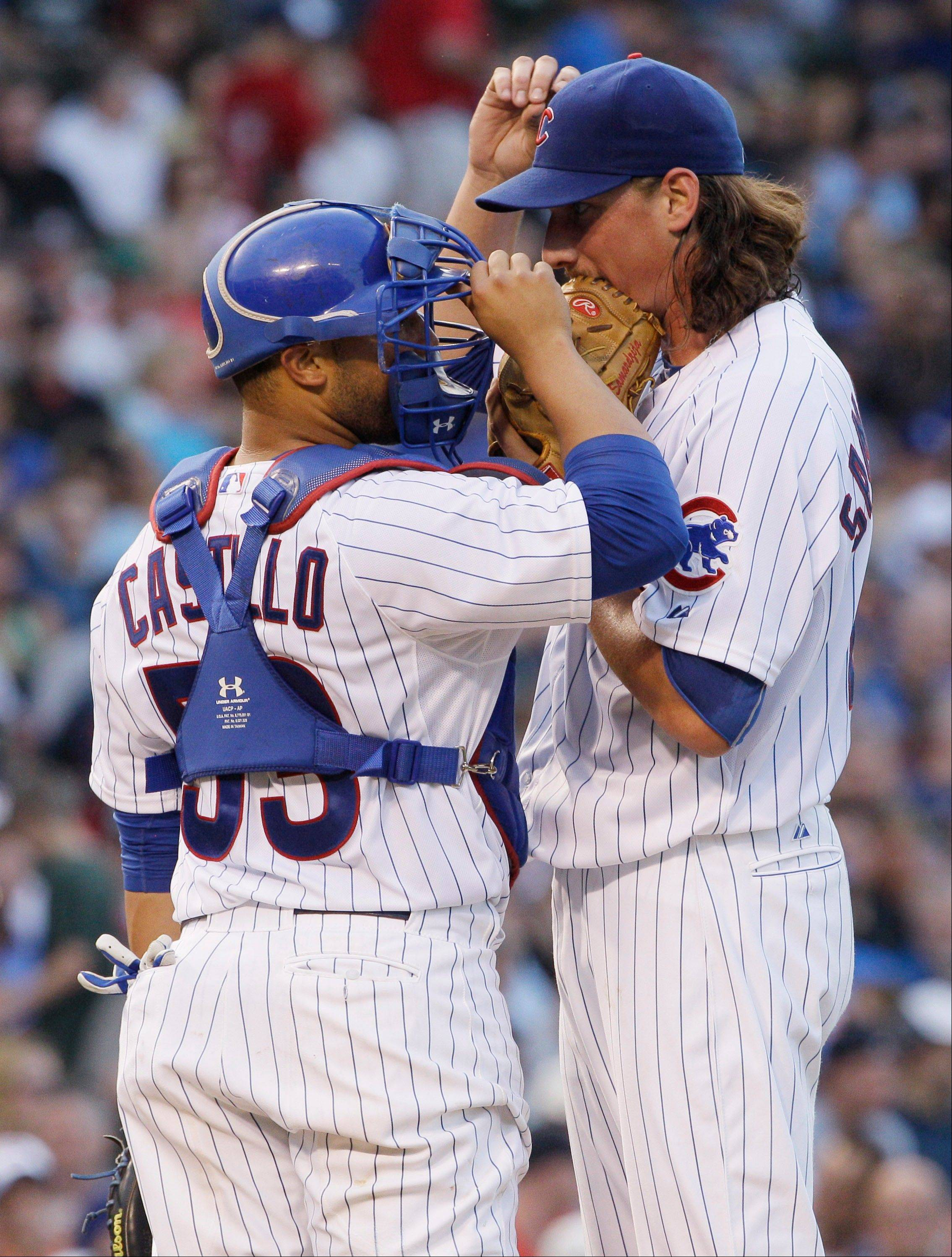 Cubs starter Jeff Samardzija talks with catcher Welington Castillo during the fourth inning Saturday night. Samardzija defended teammate Alfonso Soriano after the outfielder was booed in the sixth inning.