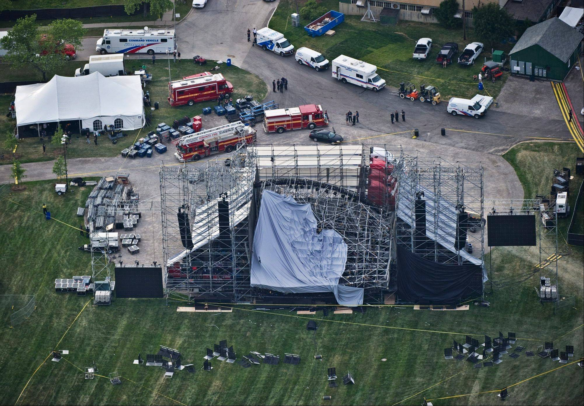 Weekend in Review: Radiohead crew killed in stage collapse; Cubs vs. Sox