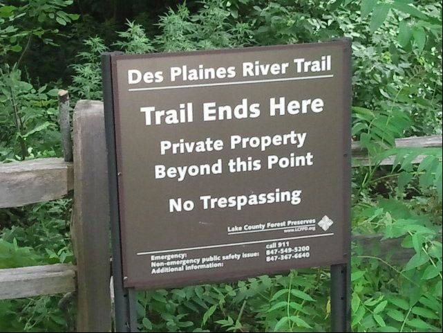 A sign alerts users to the end of the Des Plaines River Trail near Lincolnshire.