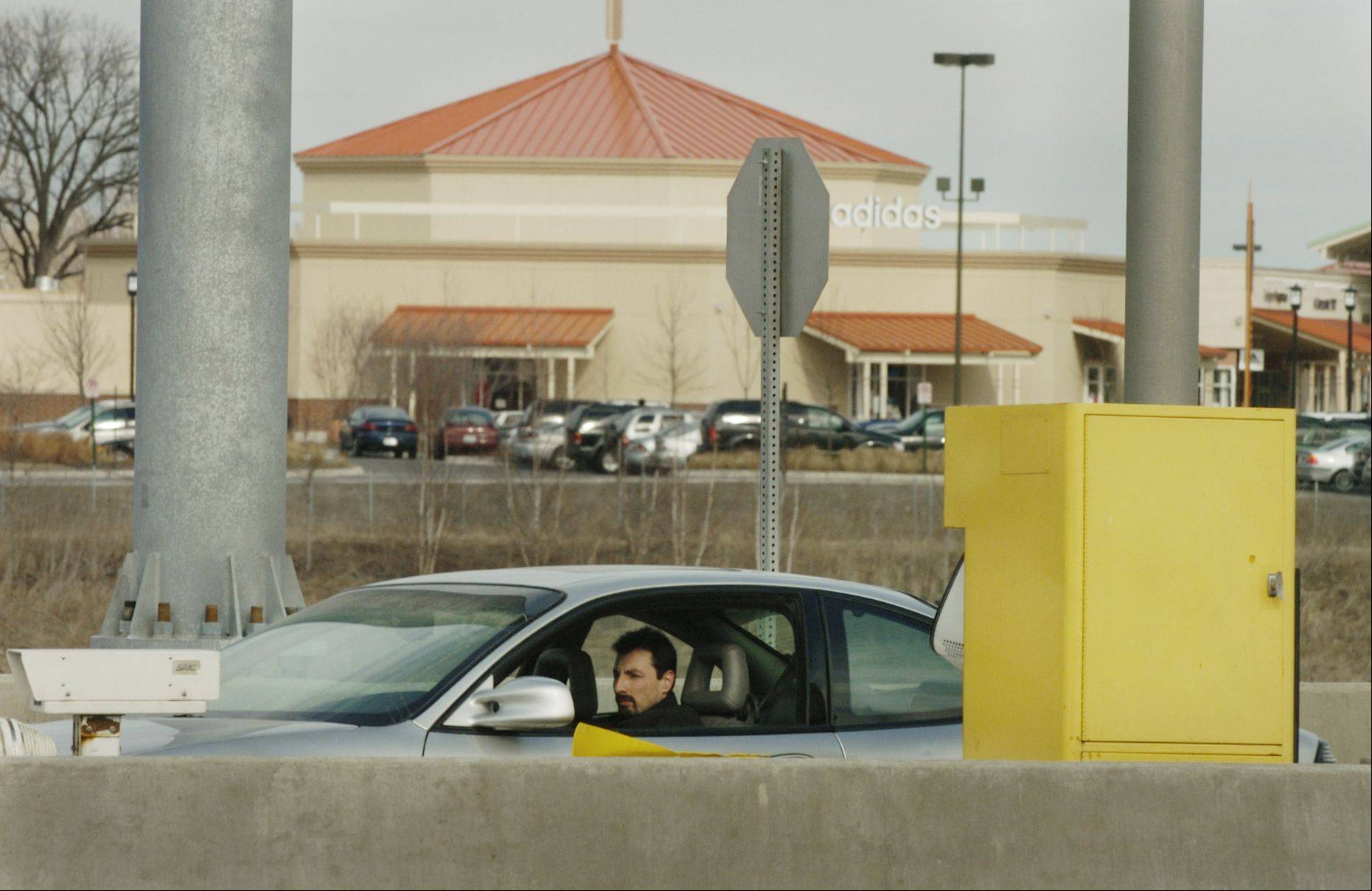 A driver pays a toll at the northbound Farnsworth ramp from the Reagan Memorial Tollway near the Chicago Premium Outlet Mall. Just a few miles east, it's free to exit at I-88 and Route 59.