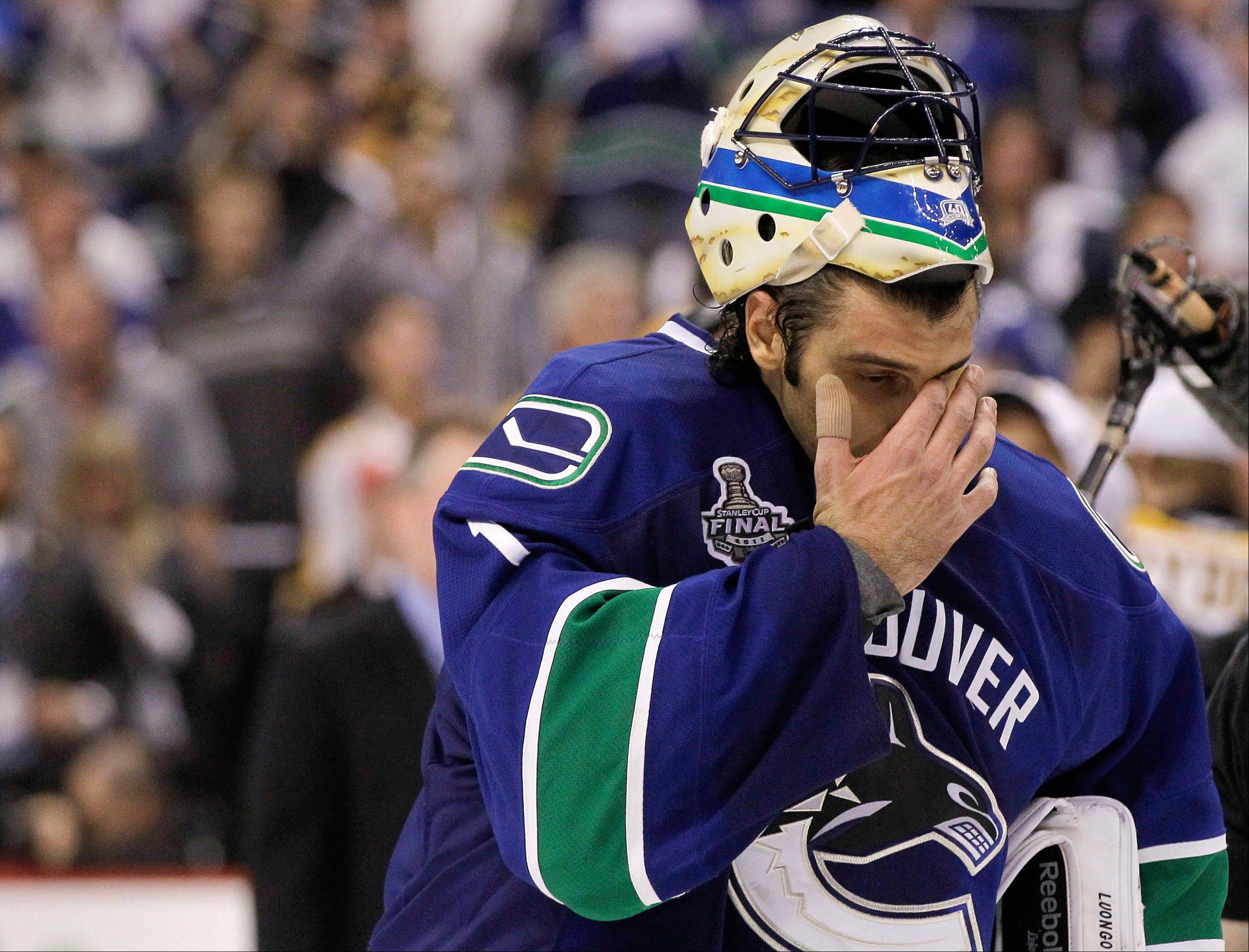 The rumors that Vancouver Canucks goalie Roberto Luongo could end up in Chicago are so far off the mark that they're worth a good laugh, says Daily Herald columnist Barry Rozner. Several online reports and endless Twitter postings gave the rumor plenty of legs Sunday night.