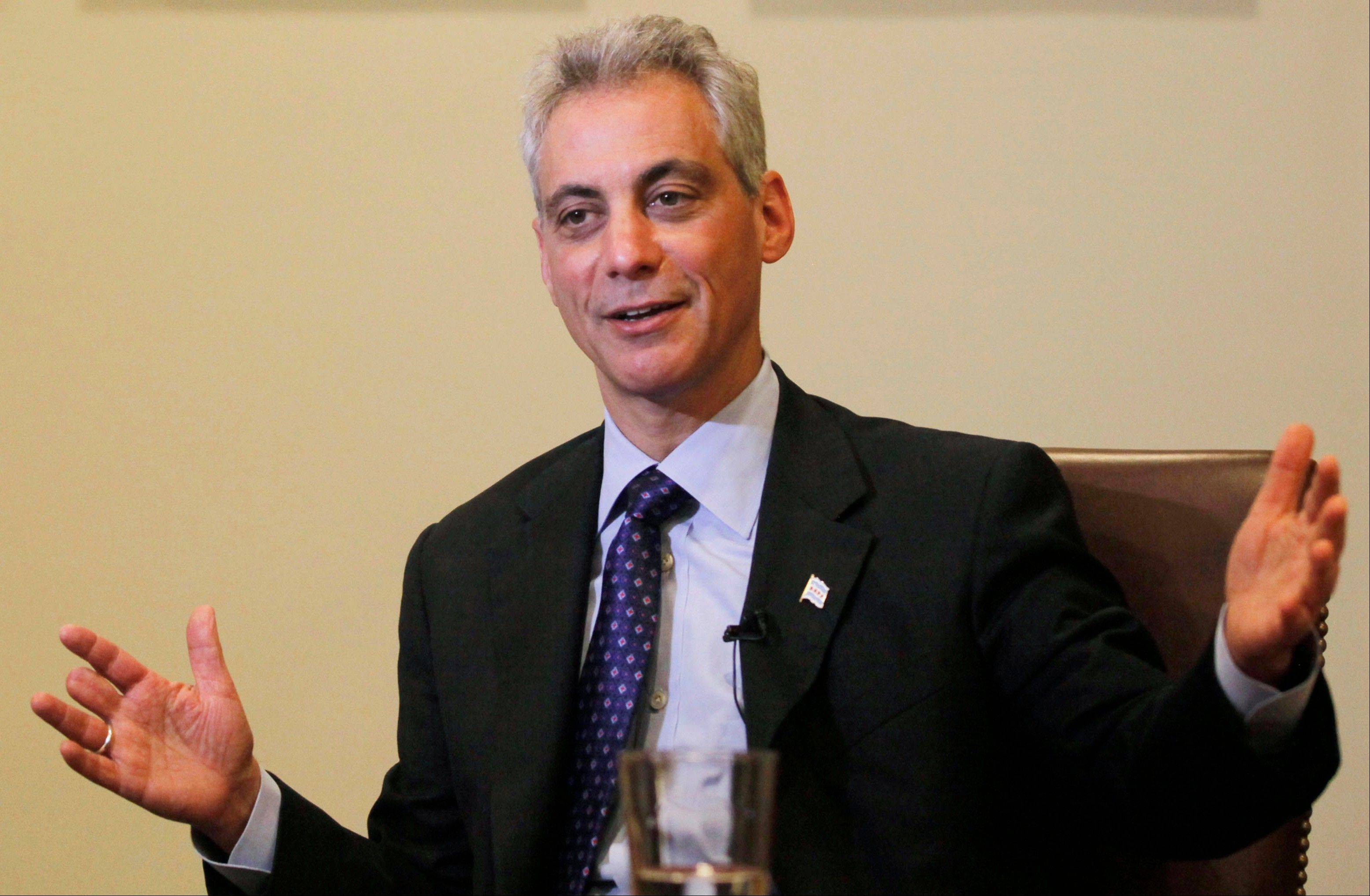 Chicago Mayor Rahm Emanuel says he will join two aldermen in introducing an ordinance that will allow food truck operators to prepare meals aboard their vehicles.