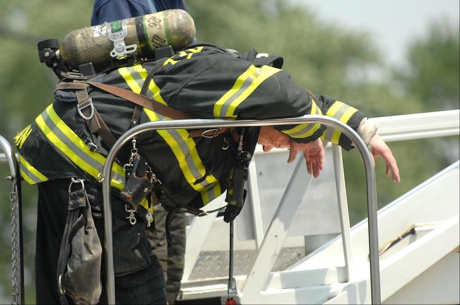 One hurt in East Dundee thrift store fire