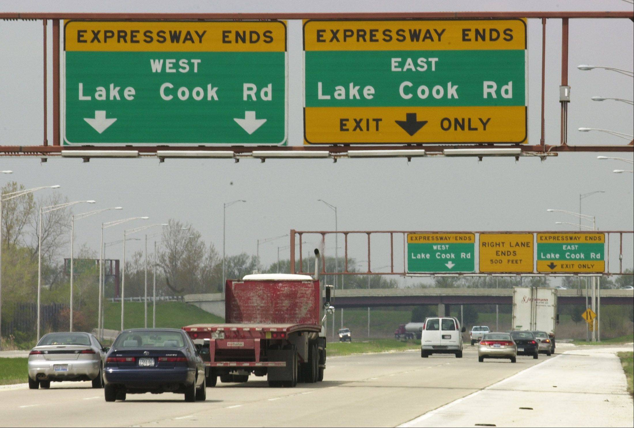 Business leaders and politicians urged Illinois Tollway directors Thursday to extend Route 53 north of Lake-Cook Road.