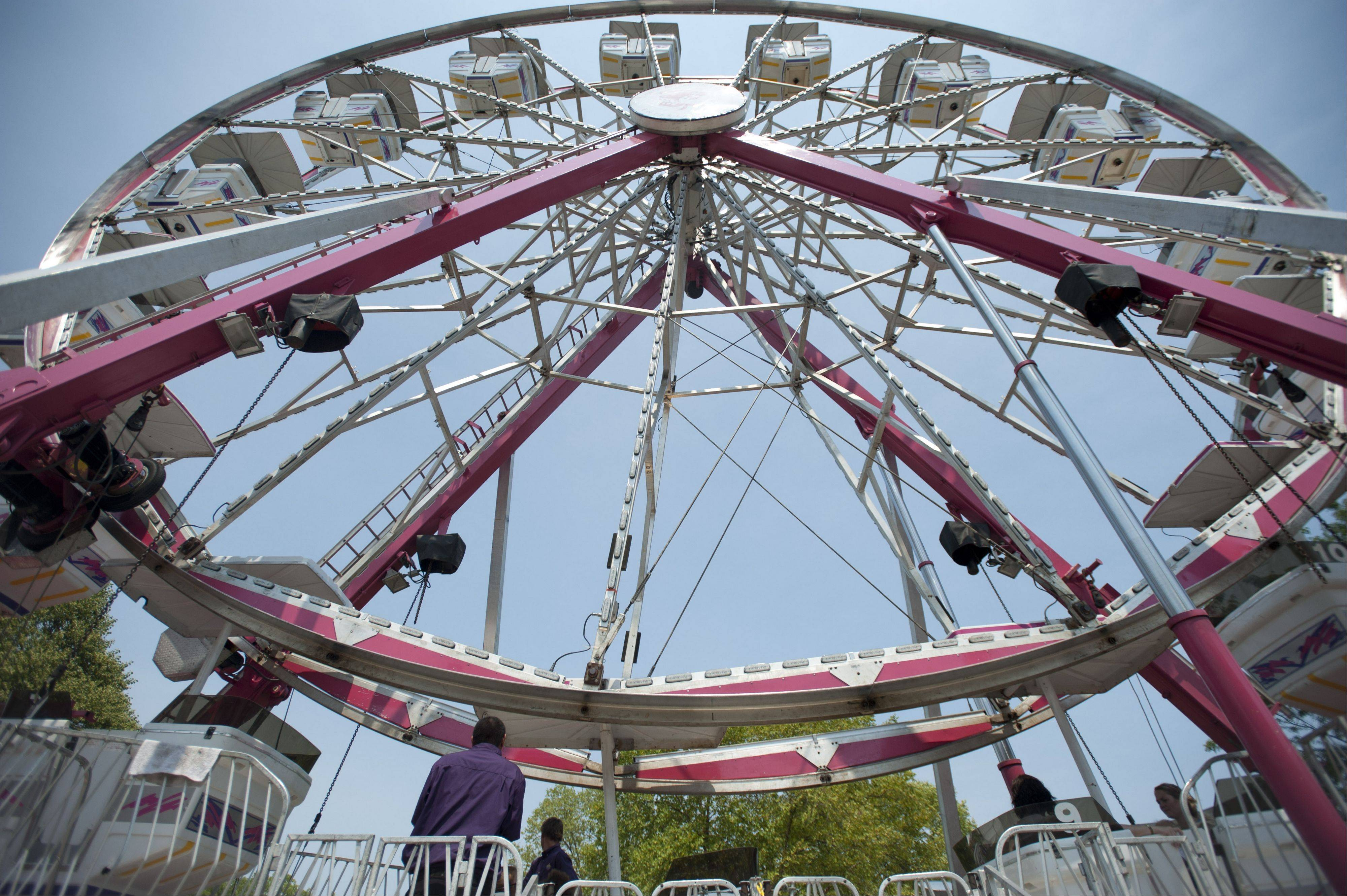 Carnival attractions at Lisle's eye to the Skies Festival.