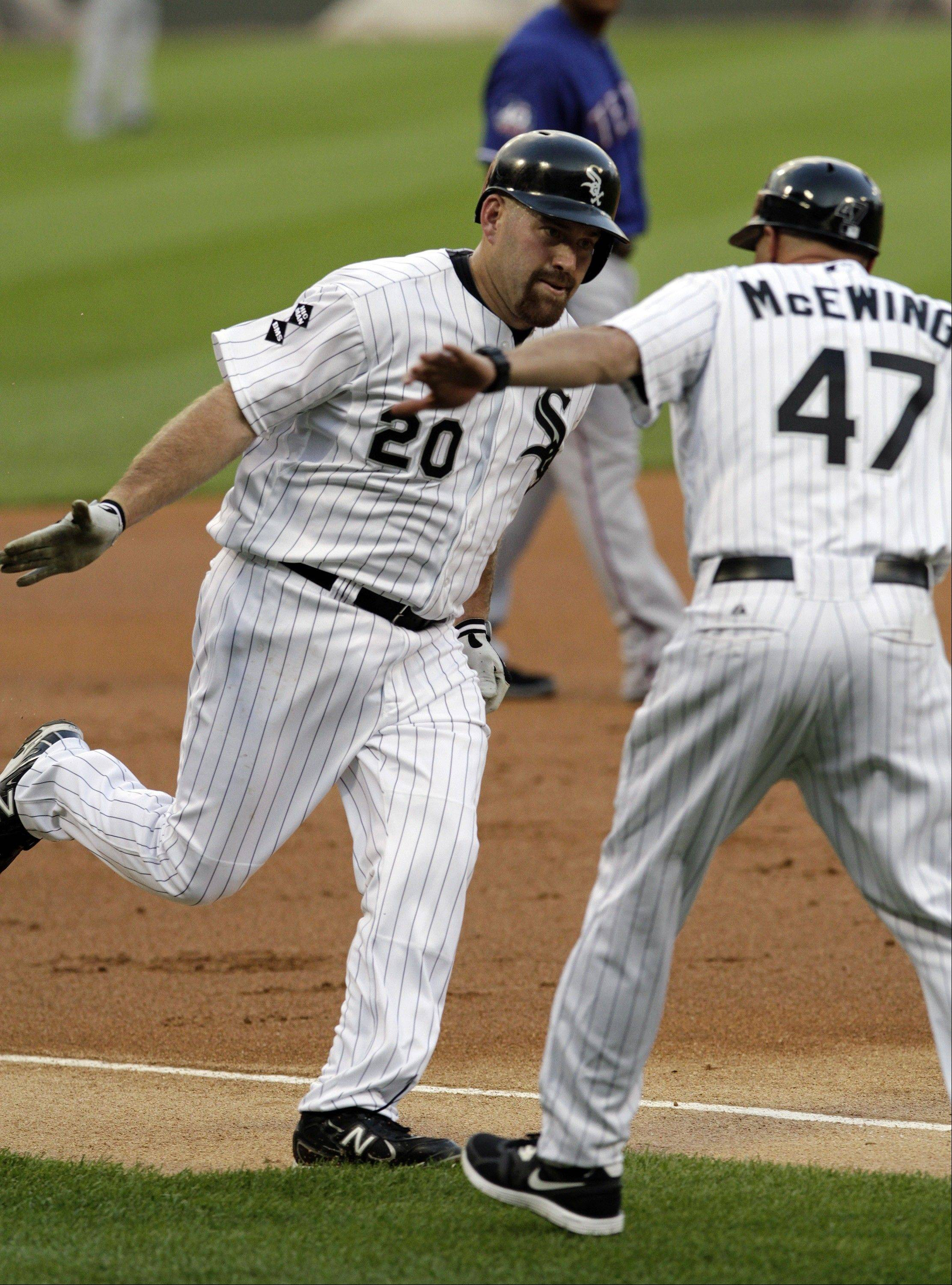 White Sox continue to roll, rout Rangers 19-2