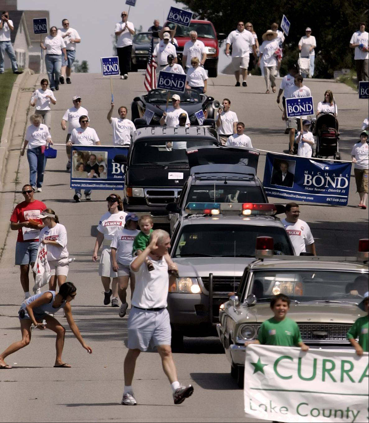 The Round Lake Heights Parade makes its way down Lotus Drive in 2006.
