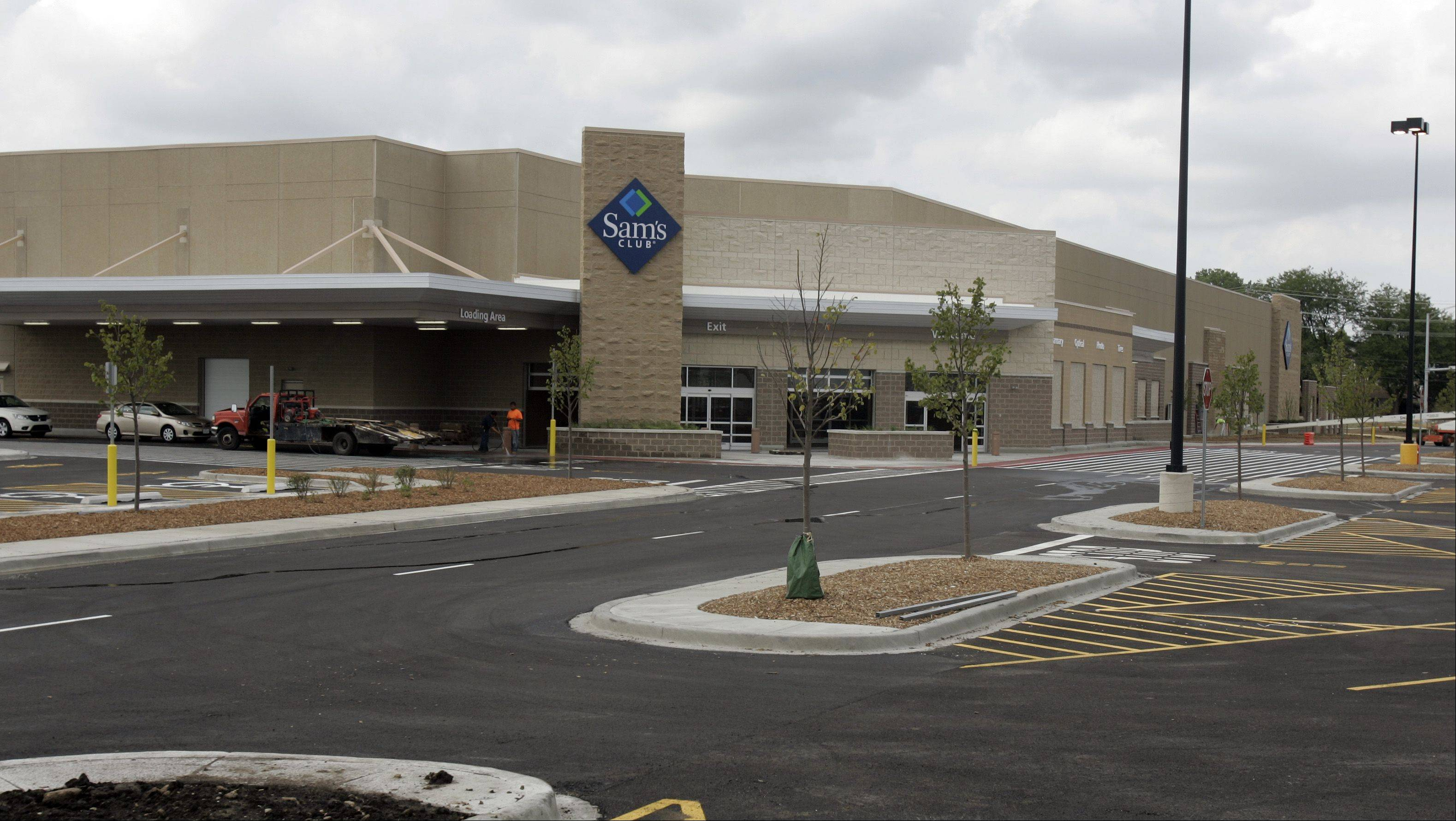 Sam�s Club in Elgin is set to open later this summer and is preparing to hire almost 200 employees. A temporary hiring center has been set up in South Elgin to collect applications for a range of positions, including full-time, part-time and supervisor jobs. Most employees will start this month to get the store ready for its grand opening.
