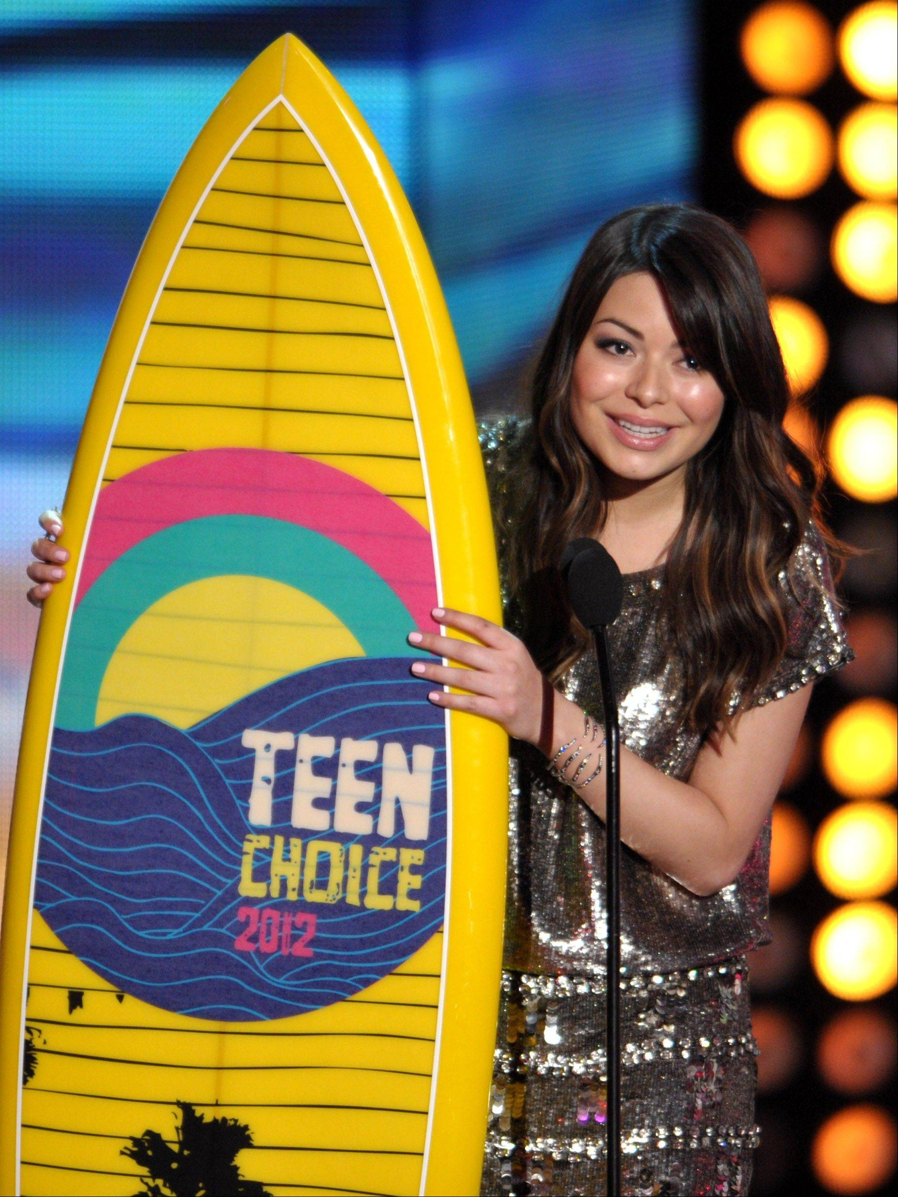 Miranda Cosgrove accepts the Acuvue Inspire award at the Teen Choice Awards on Sunday.