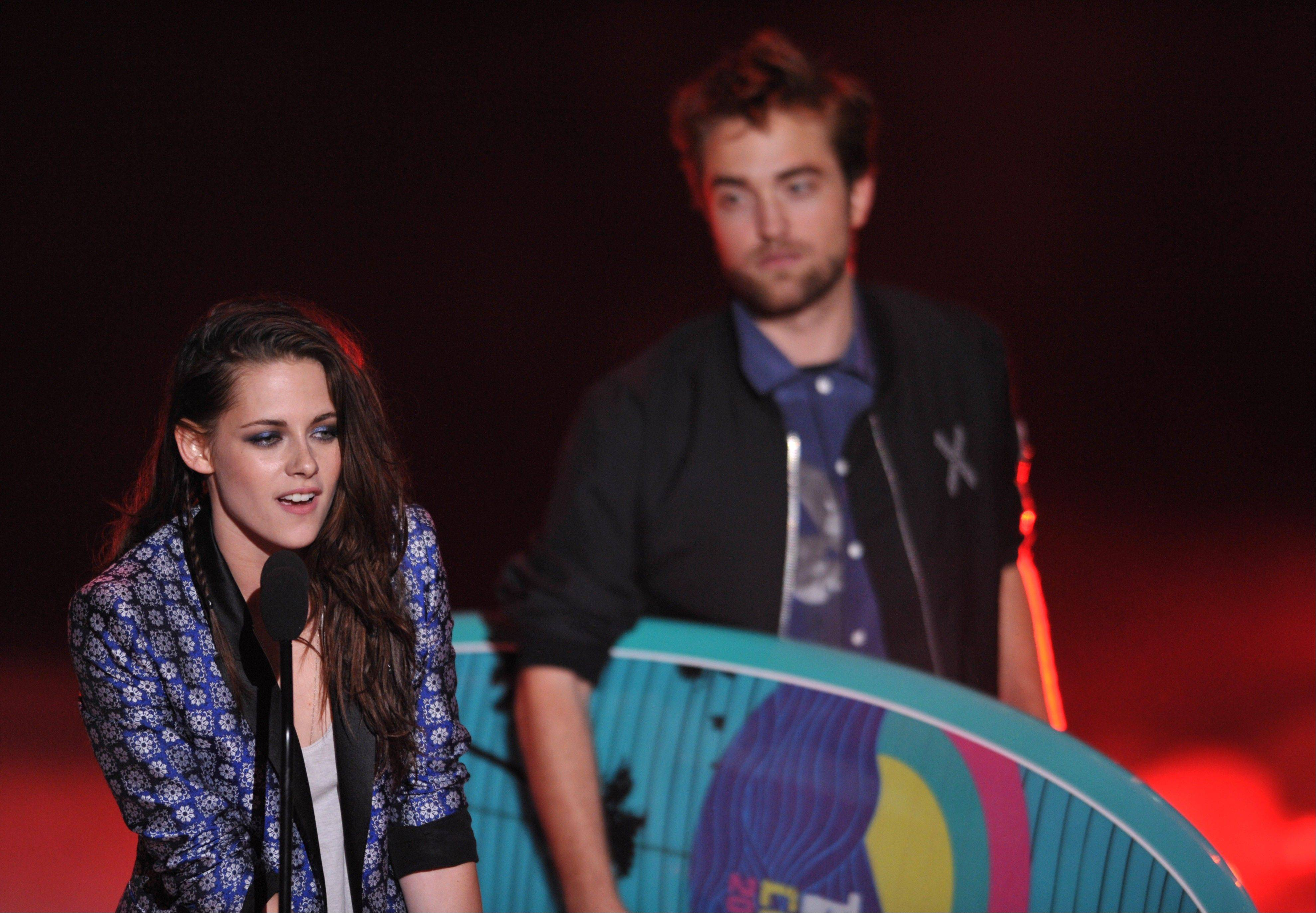 "Kristen Stewart and Robert Pattinson of the ""Twilight"" saga accept the award for Ultimate Choice at the Teen Choice Awards on Sunday."